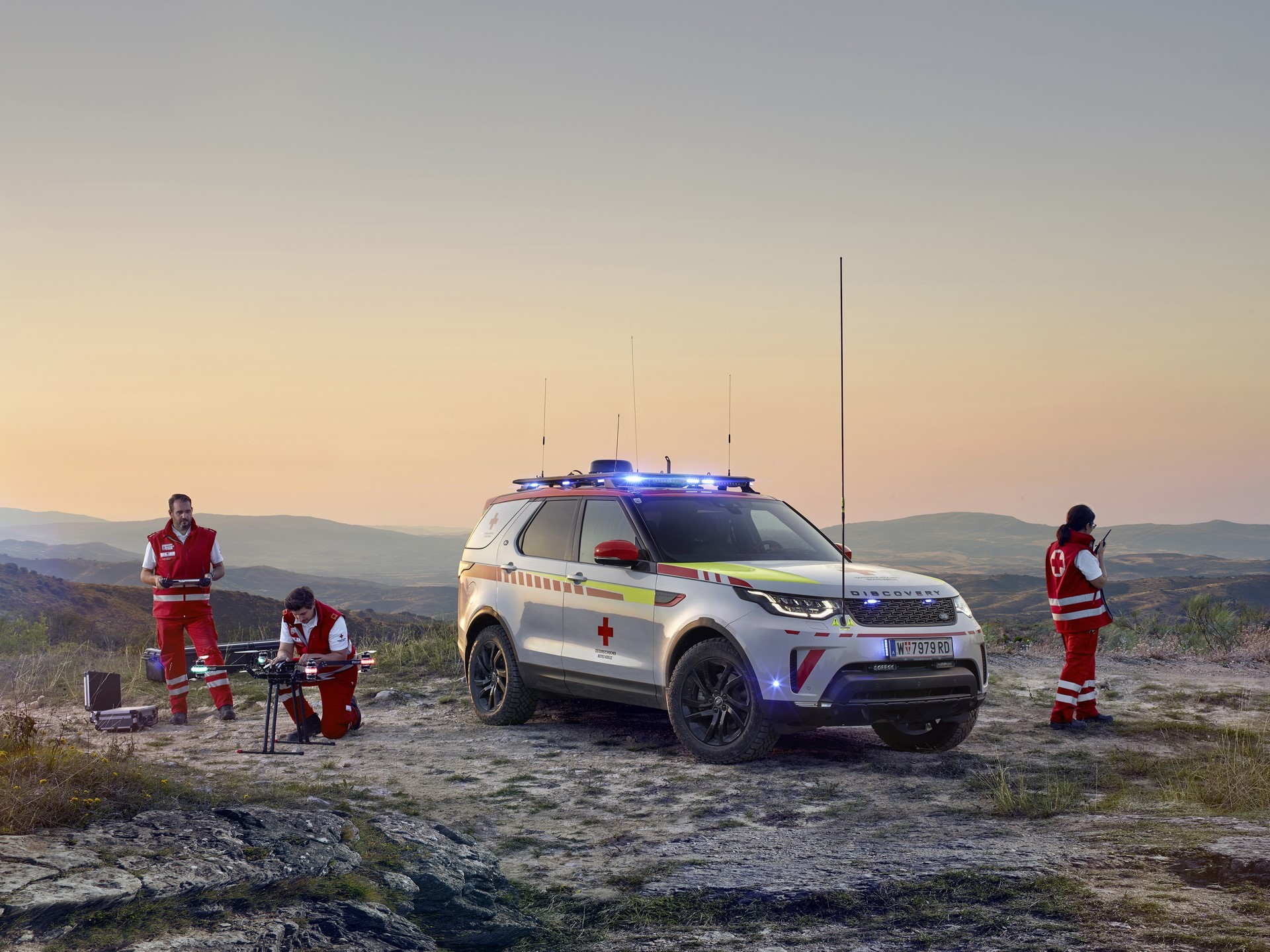 Land Rover Discovery Emergency Vehicle (14)