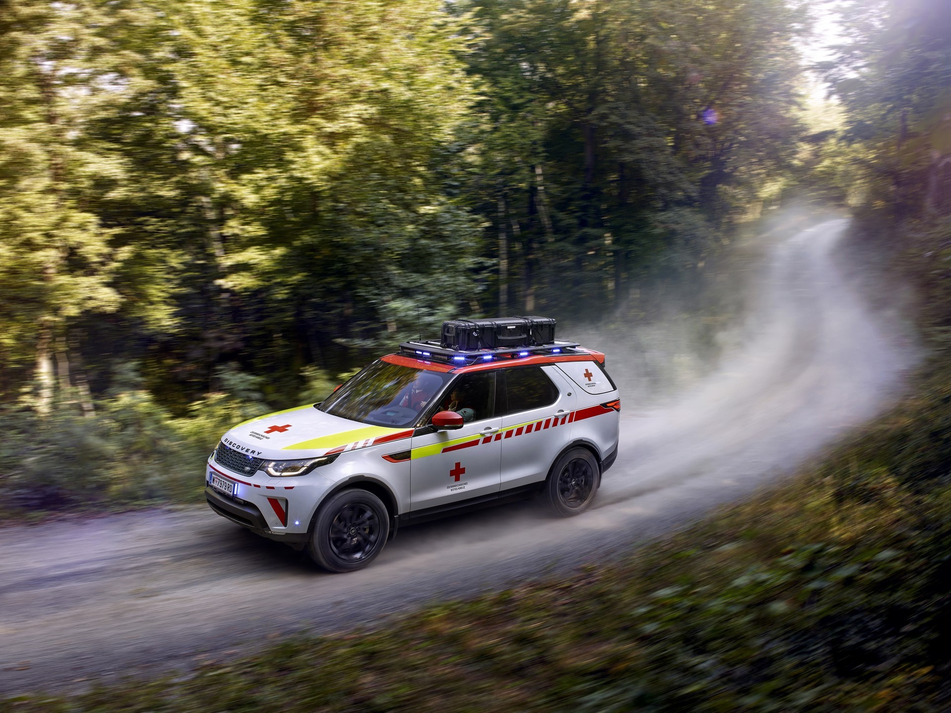 Land Rover Discovery Emergency Vehicle (2)
