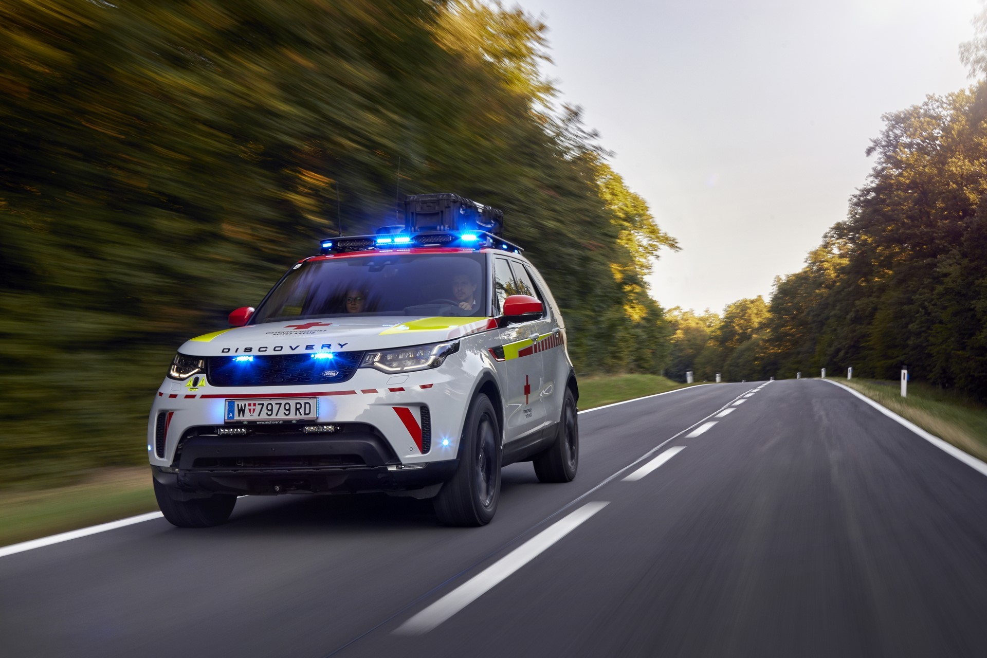 Land Rover Discovery Emergency Vehicle (6)