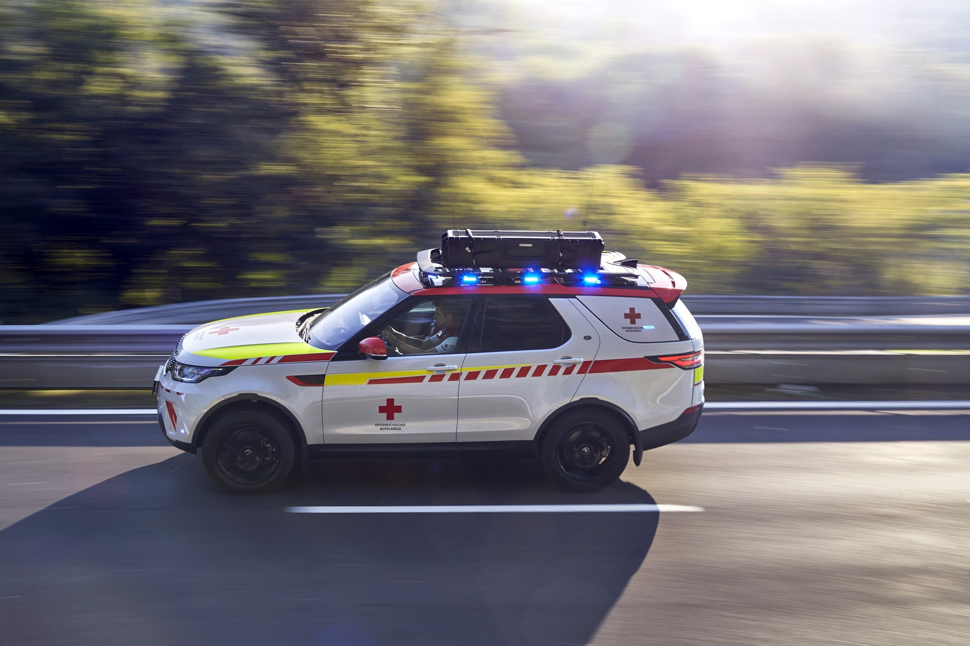 Land Rover Discovery Emergency Vehicle (8)