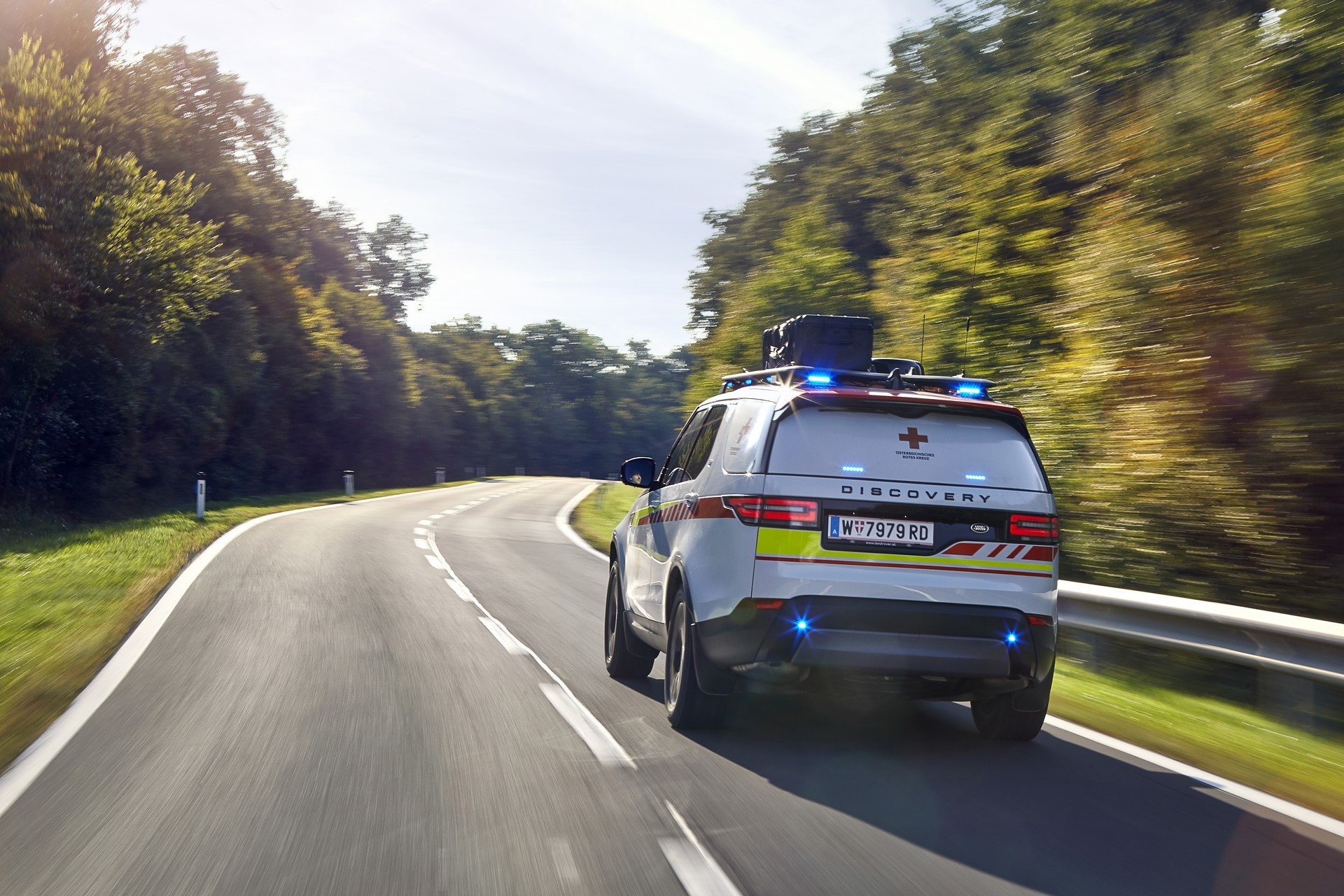 Land Rover Discovery Emergency Vehicle (9)