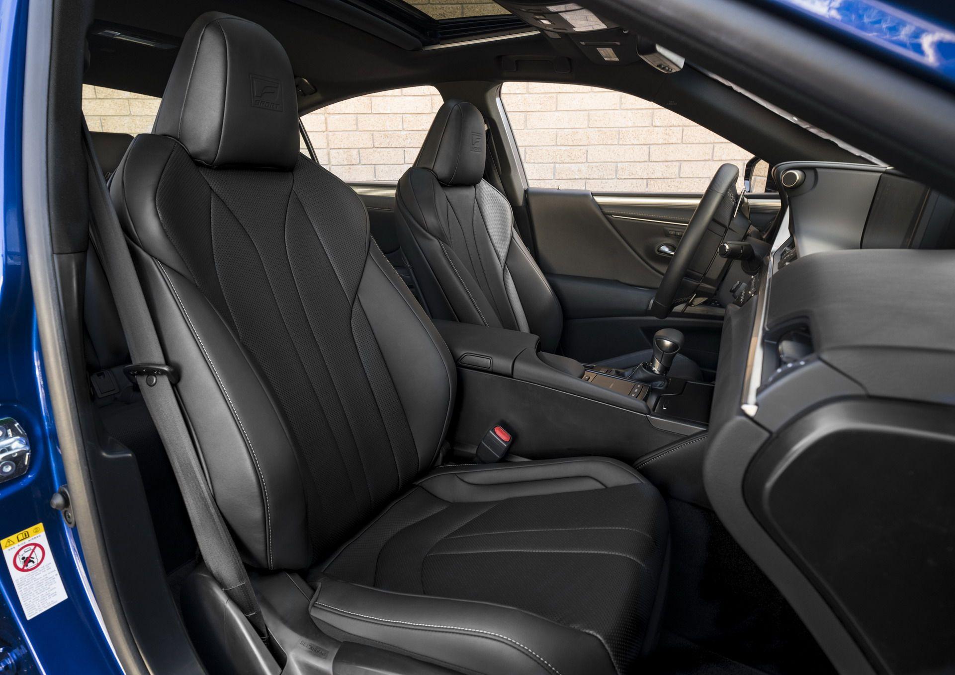 2019-Lexus-ES-17