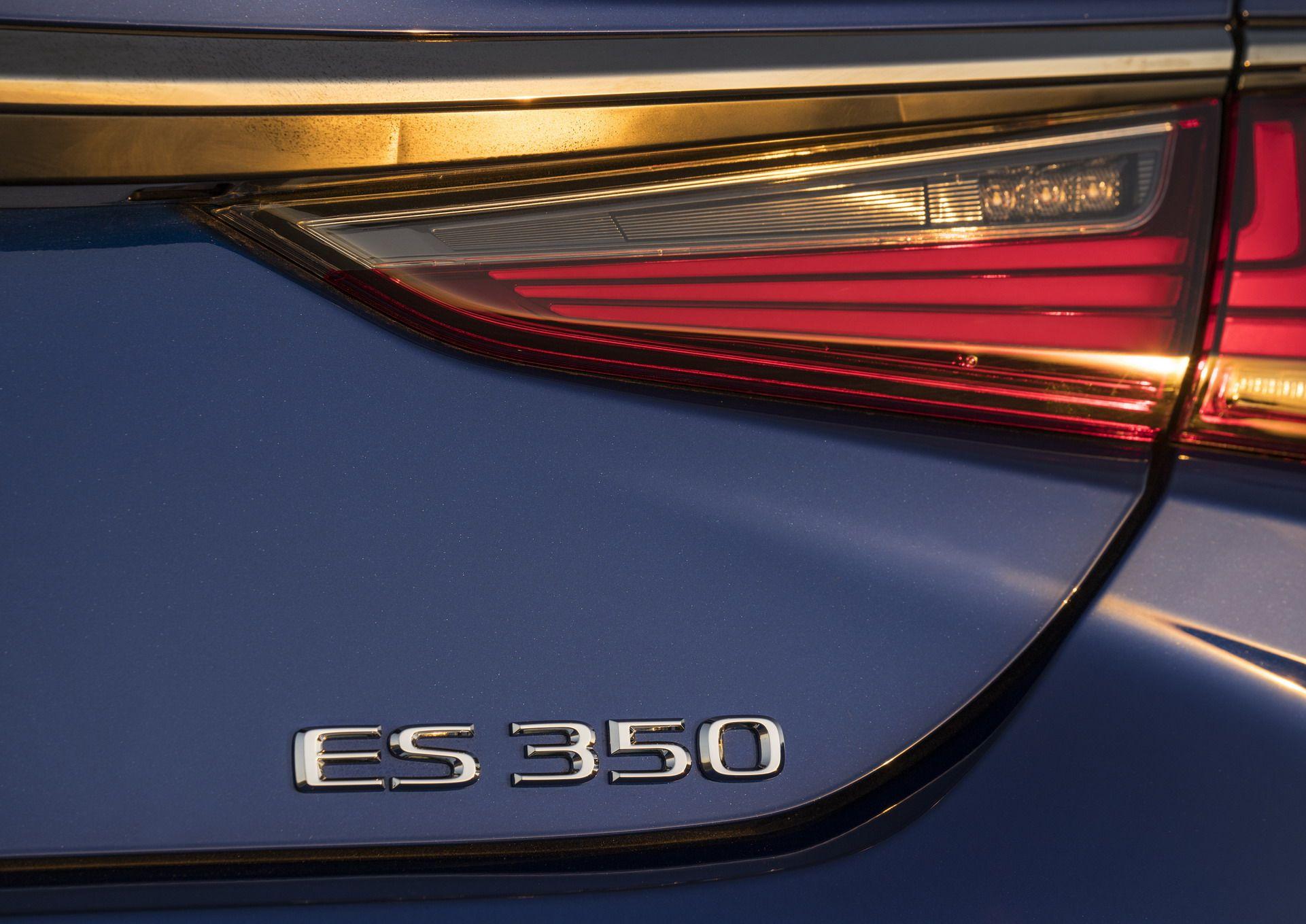 2019-Lexus-ES-6-1