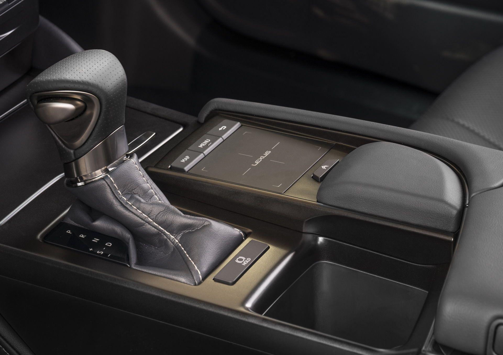 2019-Lexus-ES-9
