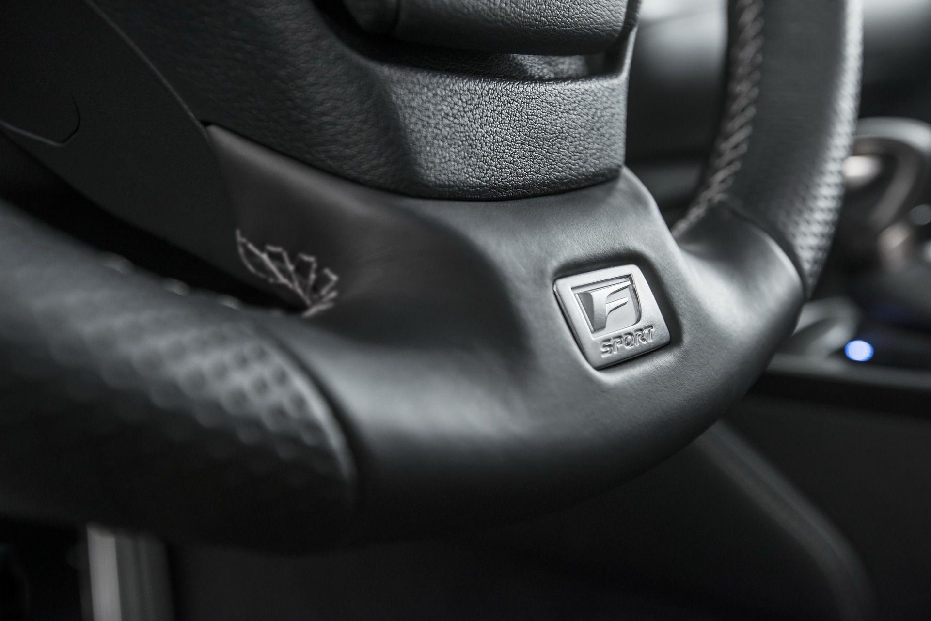 2019-Lexus-ES-EU26
