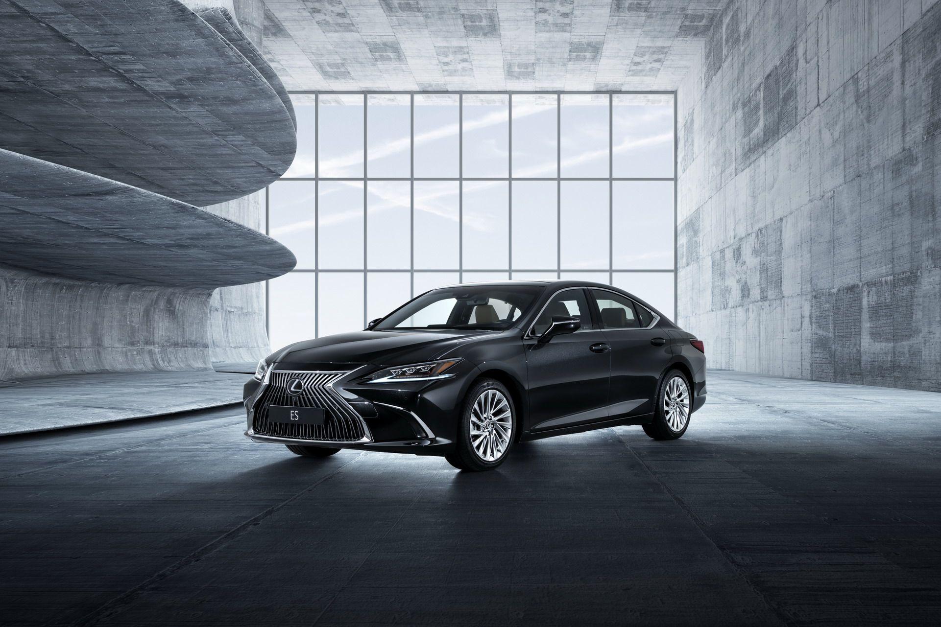 2019-Lexus-ES-EU32