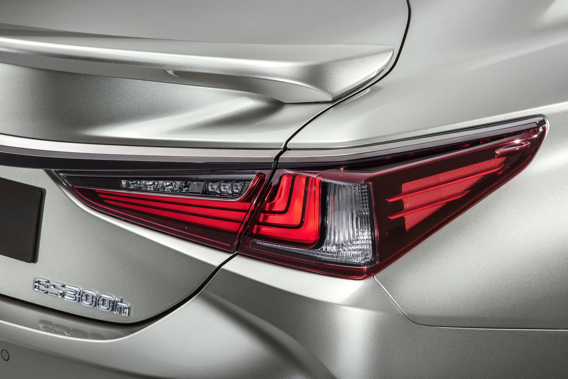 2019-Lexus-ES-EU5