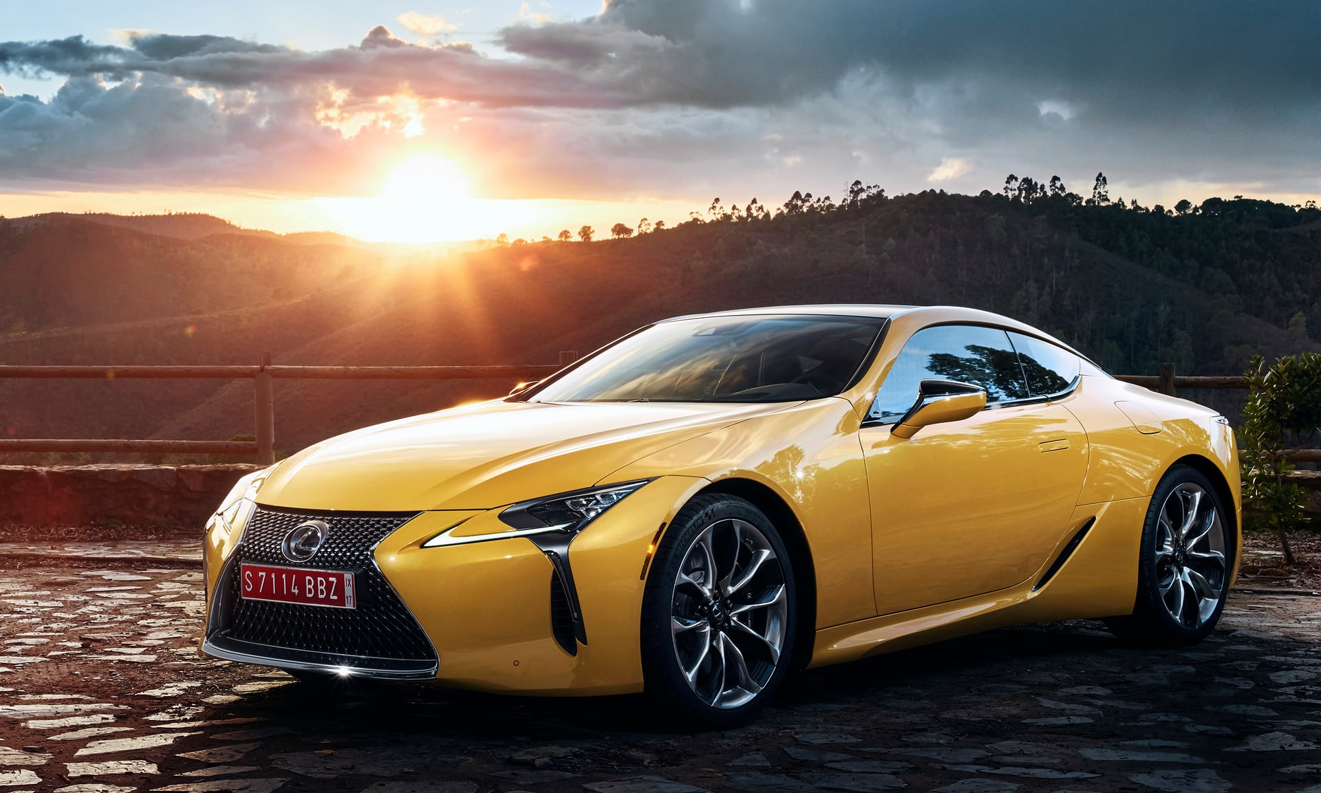 2018_Lexus_LC_Yellow_Edition_02