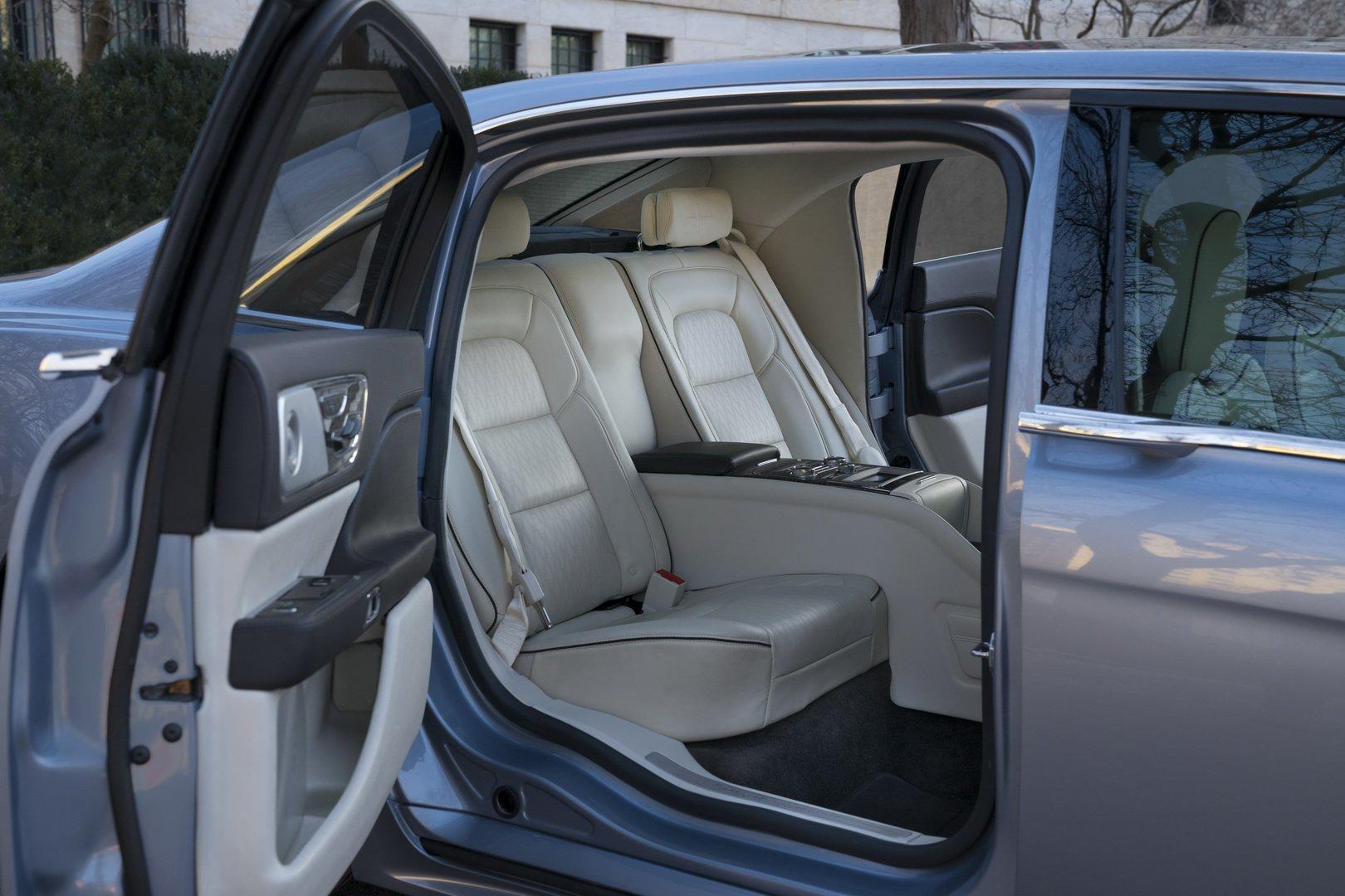 Lincoln Continental Coach Door Edition (16)