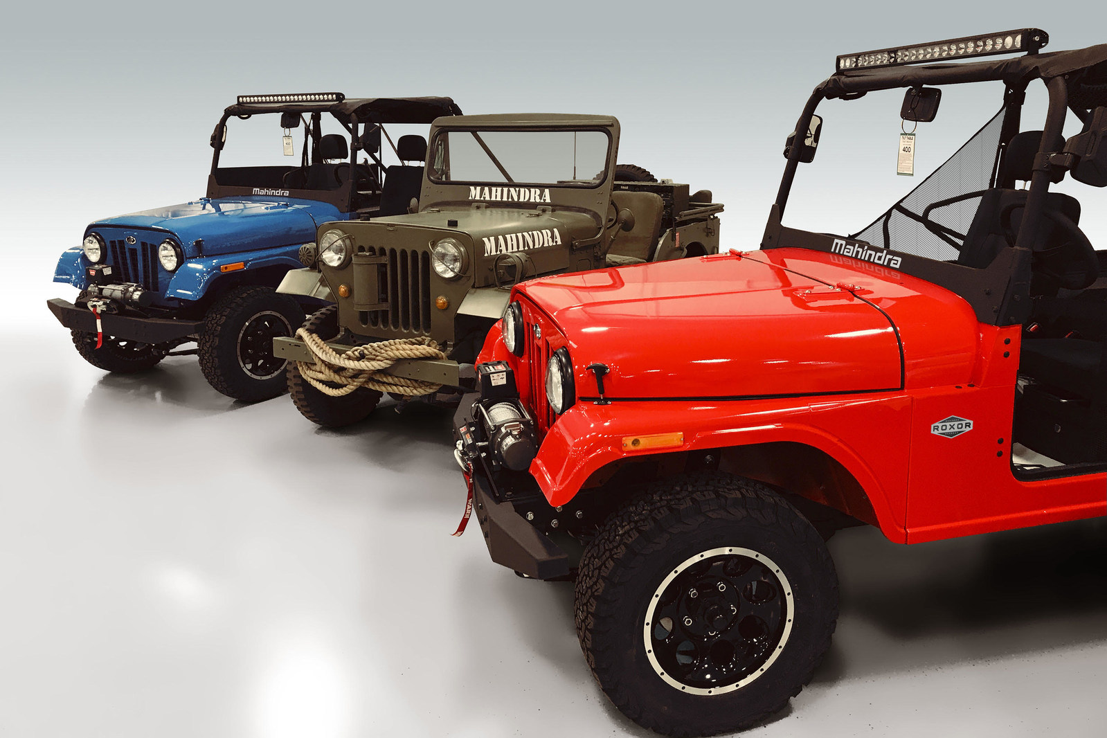 Mahindra Roxor 2 Group Shot