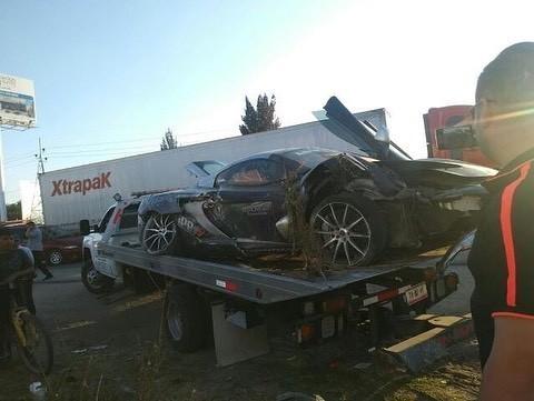 McLaren 650S And Porsche 911 Turbo S crashed (7)