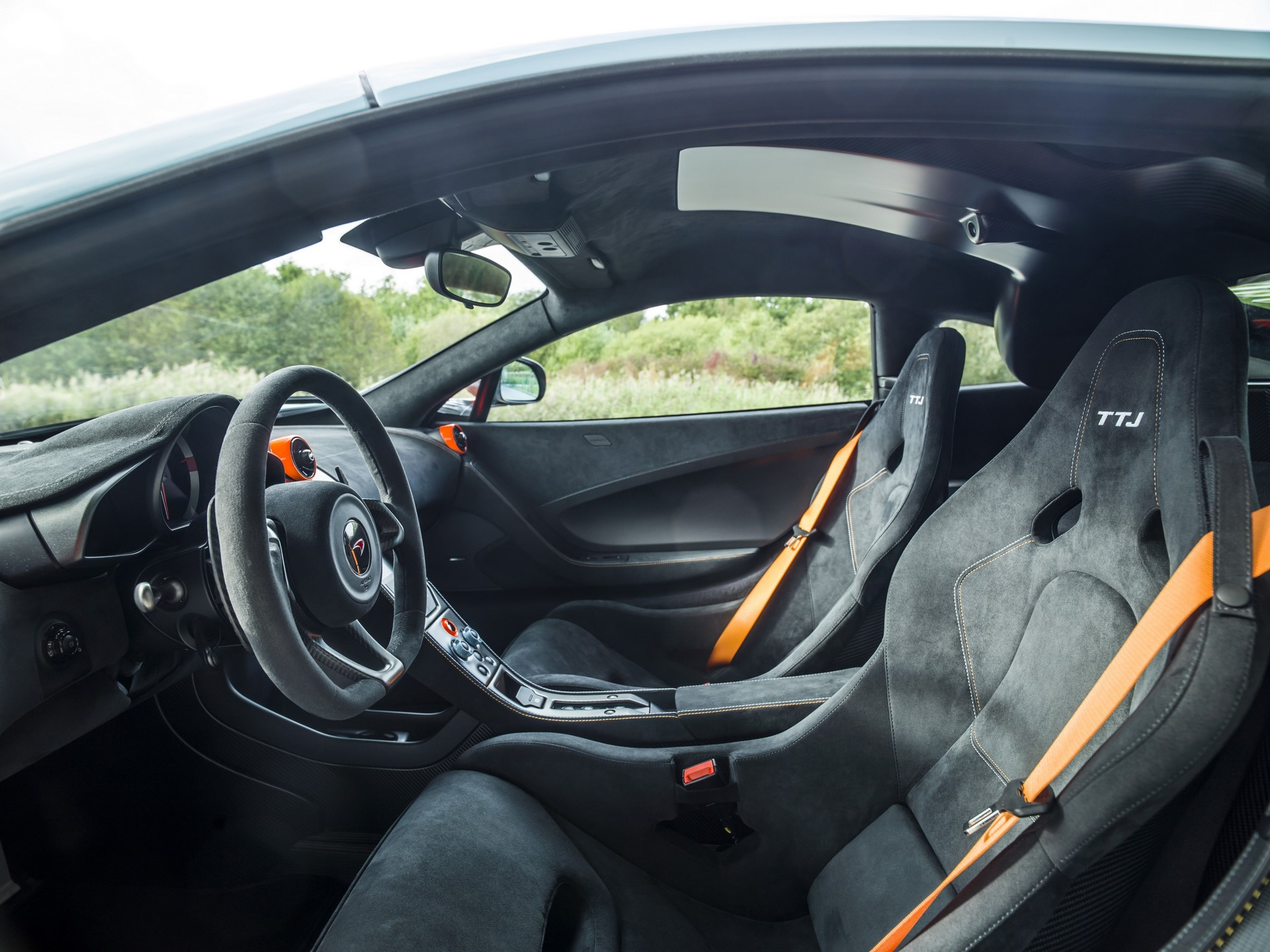 MSO Gulf Racing theme McLaren 675LT_03_interior - resized_GF Williams