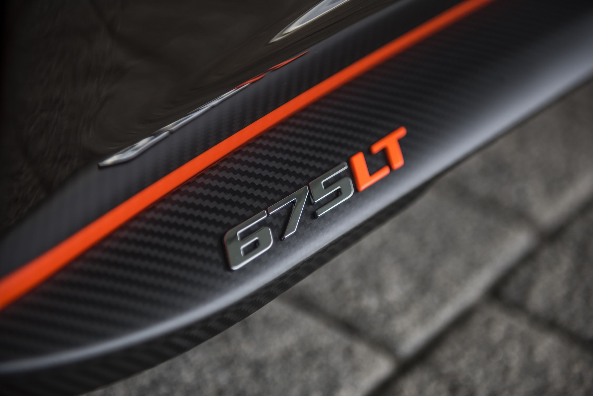 MSO Gulf Racing theme McLaren 675LT_09_sill with badge - resized_GF Williams