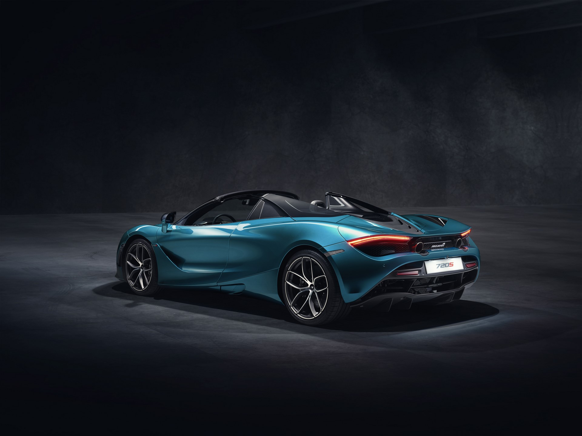 McLaren 720S Spider_Dec 2018_studio image 02
