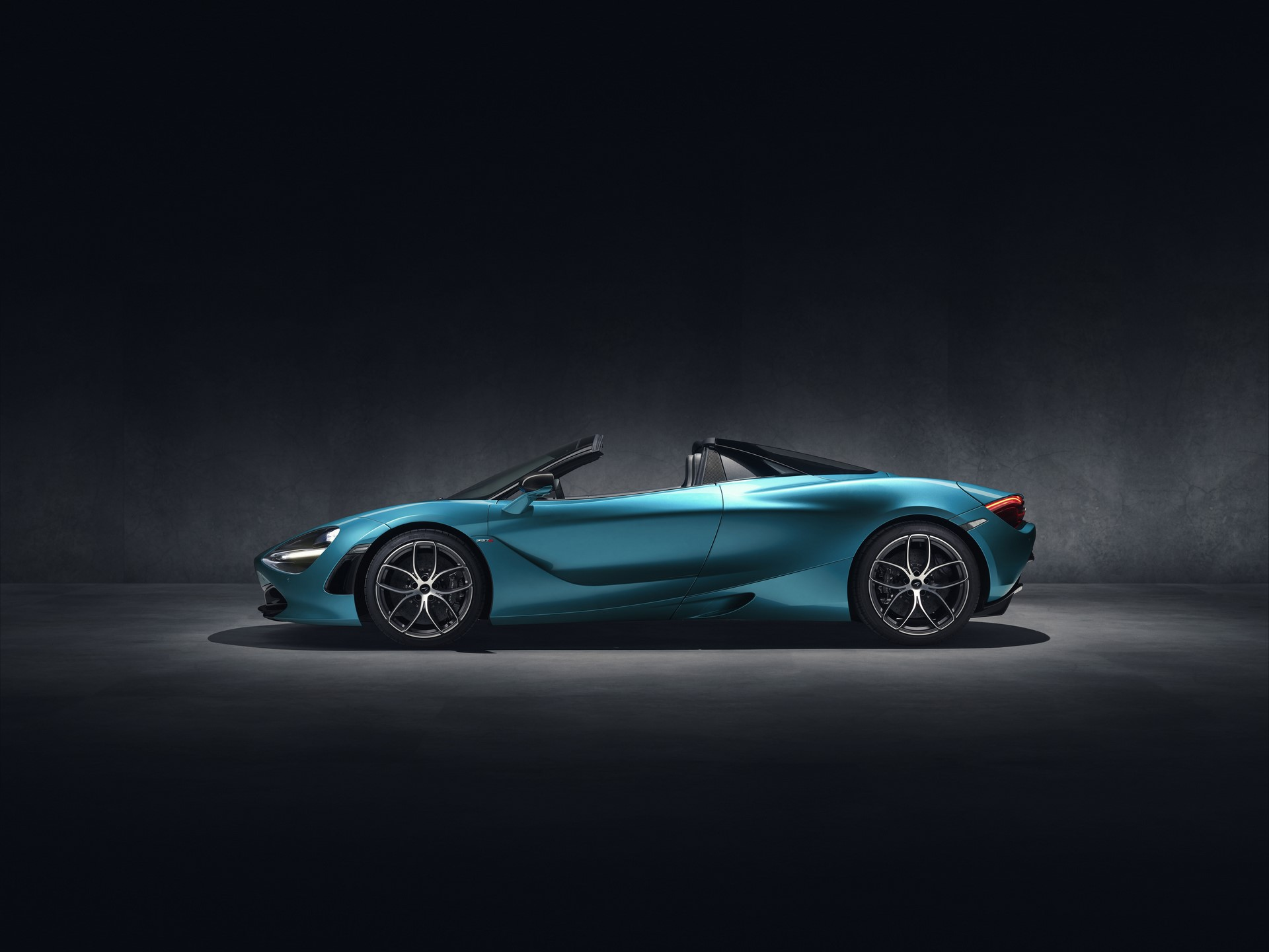 McLaren 720S Spider_Dec 2018_studio image 03