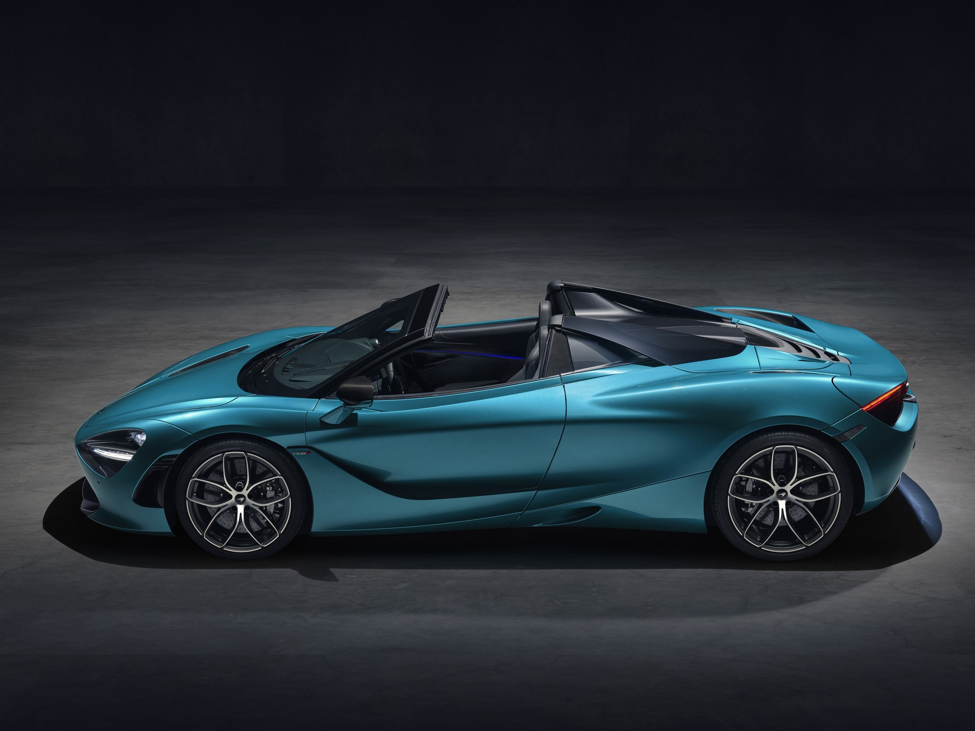 McLaren 720S Spider_Dec 2018_studio image 04