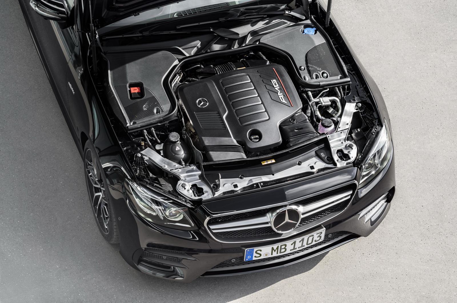 Mercedes-AMG E 53 4MATIC+ CoupéExterieur: Obsidianschwarz metallic, Motorraum // Exterior: Obsidian black metallic, engine(Kraftstoffverbrauch kombiniert: 8,4 l/100 km; CO2-Emissionen kombiniert: 200 g/km)(fuel consumption combined: 8.4 l/100 km; CO2 emissions combined: 200 g/km)