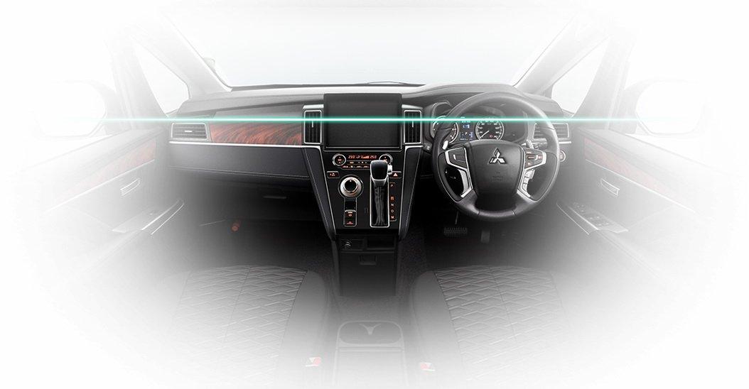 Mitsubishi D5 Delica 2019 (32)