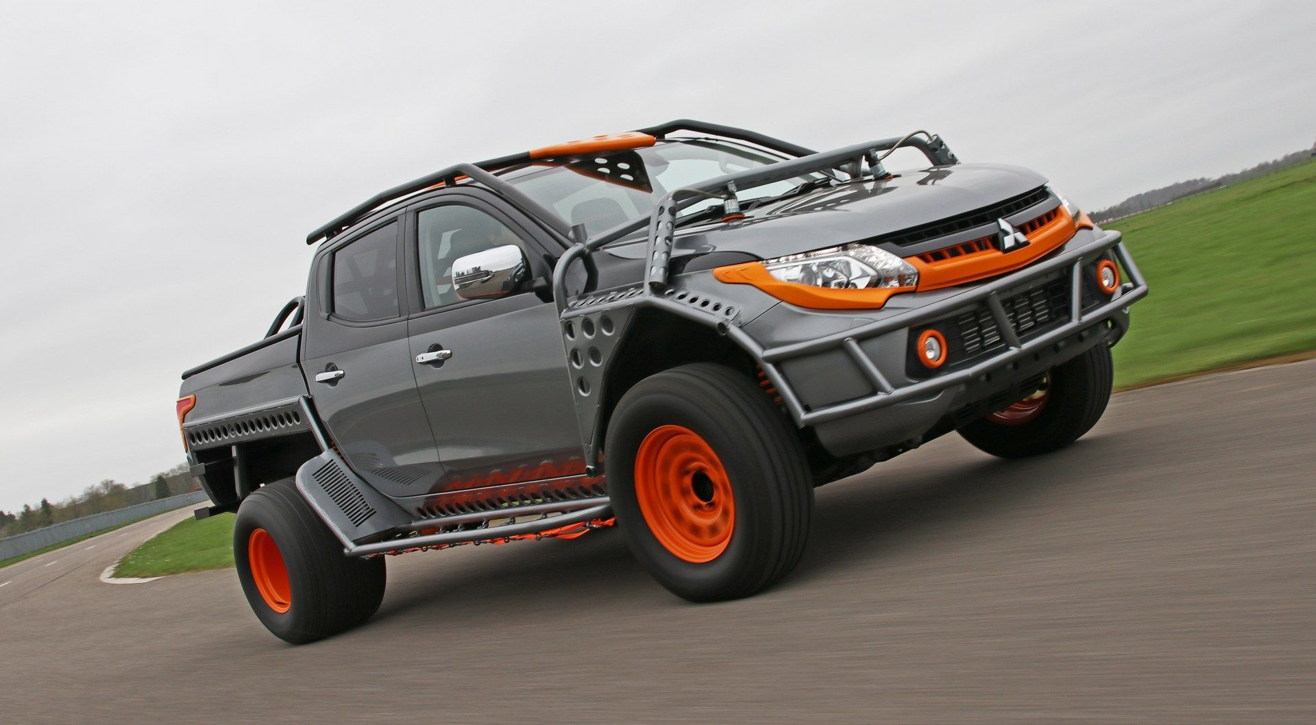Mitsubishi_L200_Fast_And_Furious_Live_0004