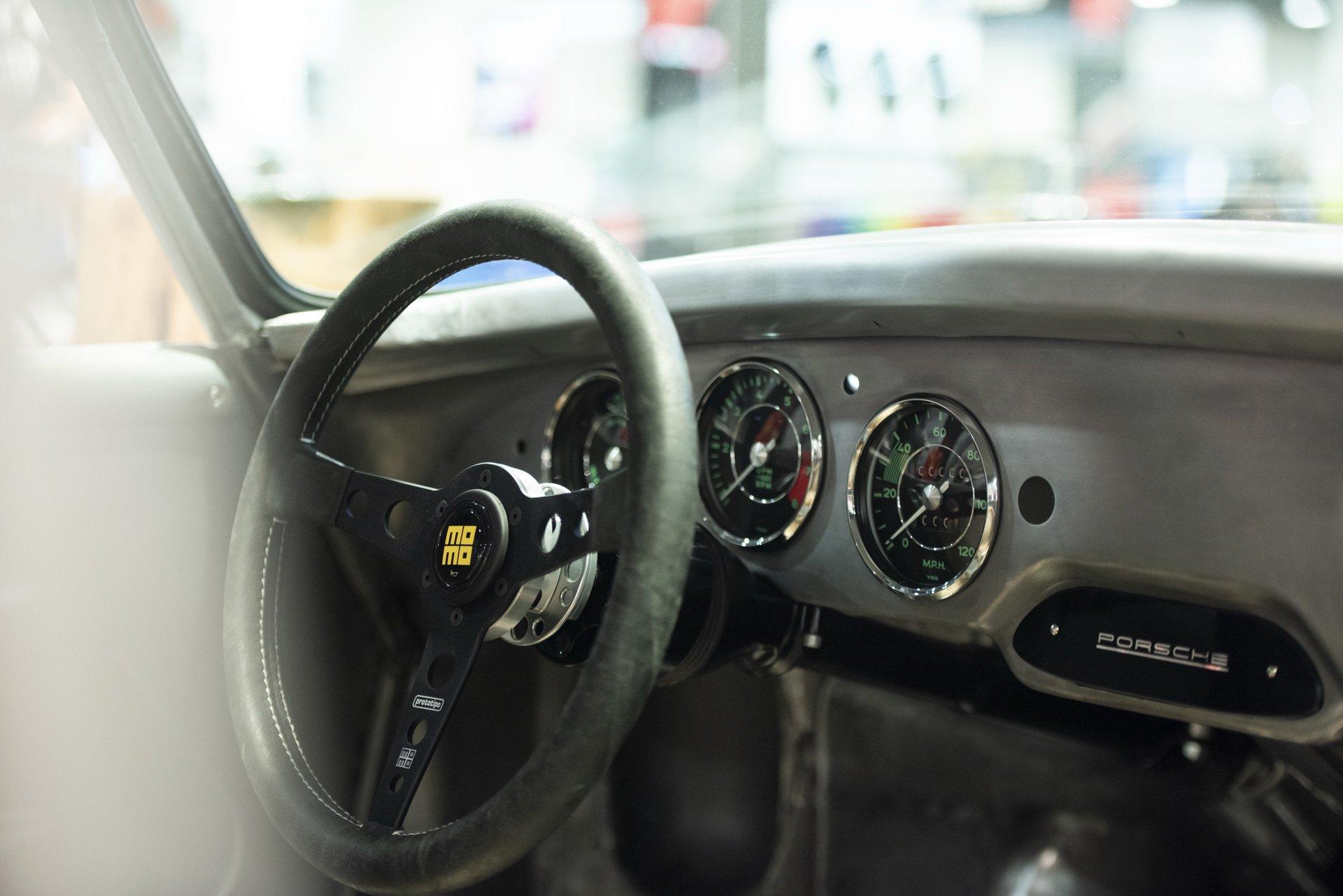 Momo Porsche 356 RSR Outlaw (10)