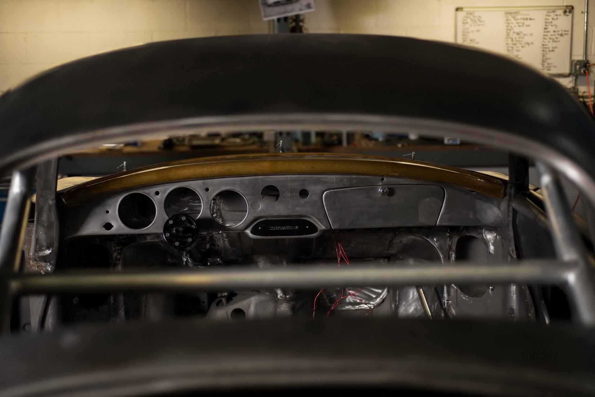 Momo Porsche 356 RSR Outlaw (28)