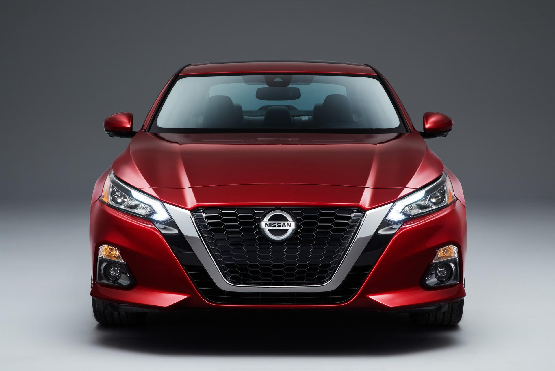 2019-Nissan-Altima-11