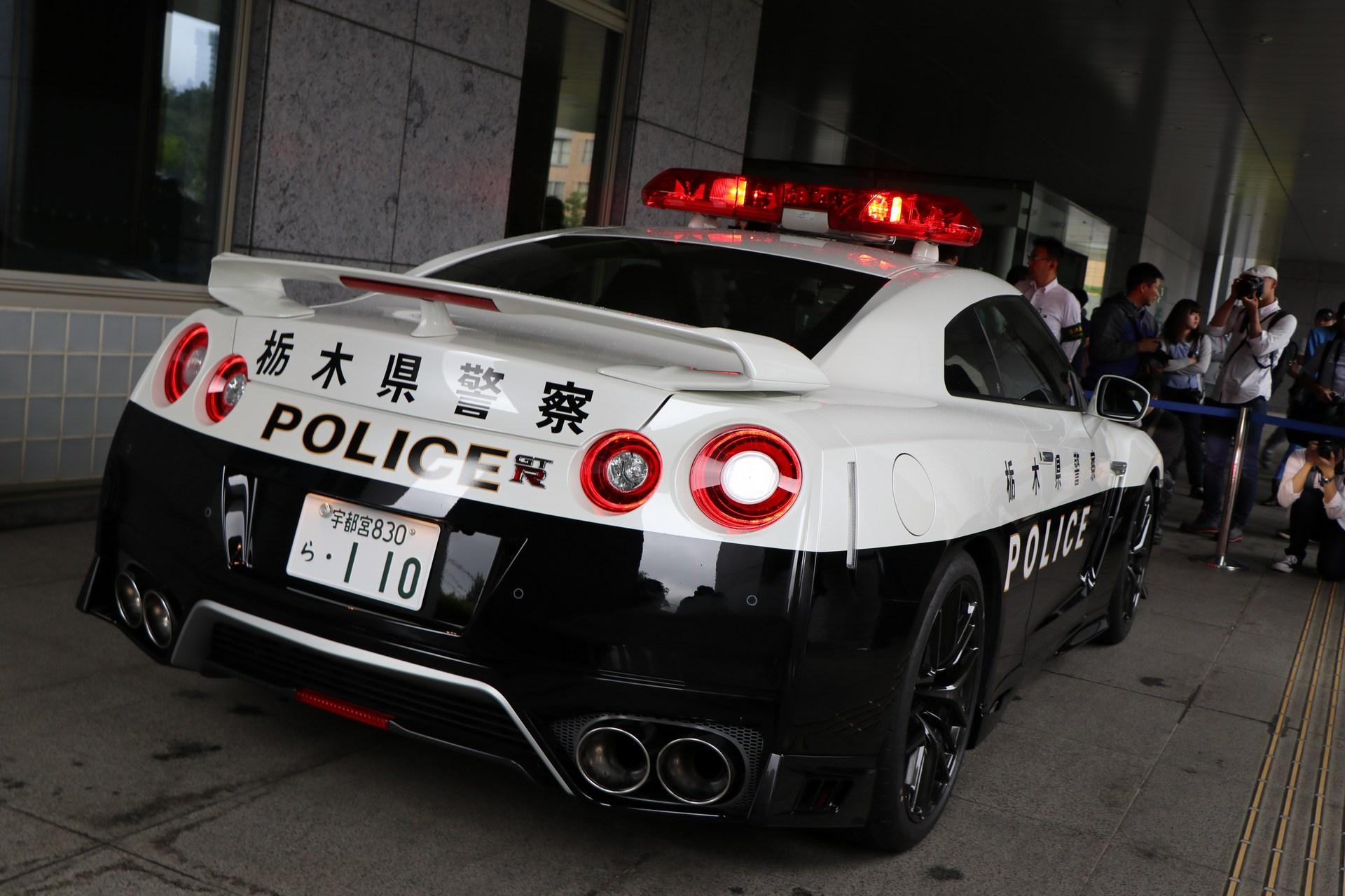 Nissan_GT-R_Police_Car_0003