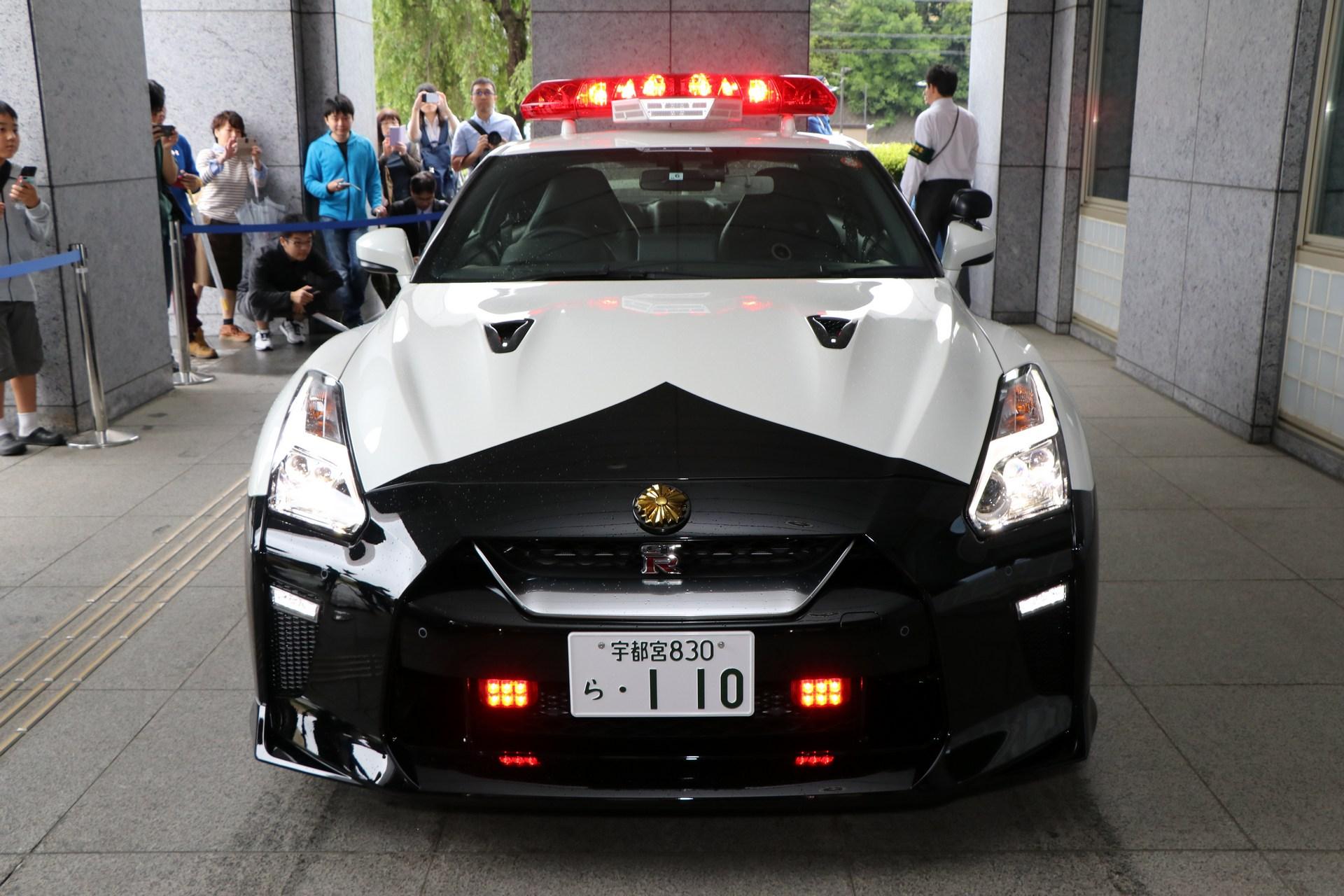 Nissan_GT-R_Police_Car_0004