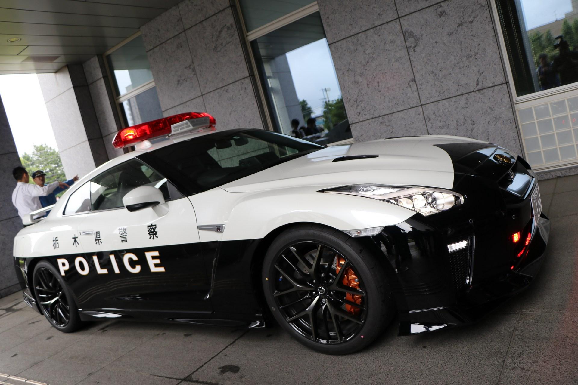 Nissan_GT-R_Police_Car_0005