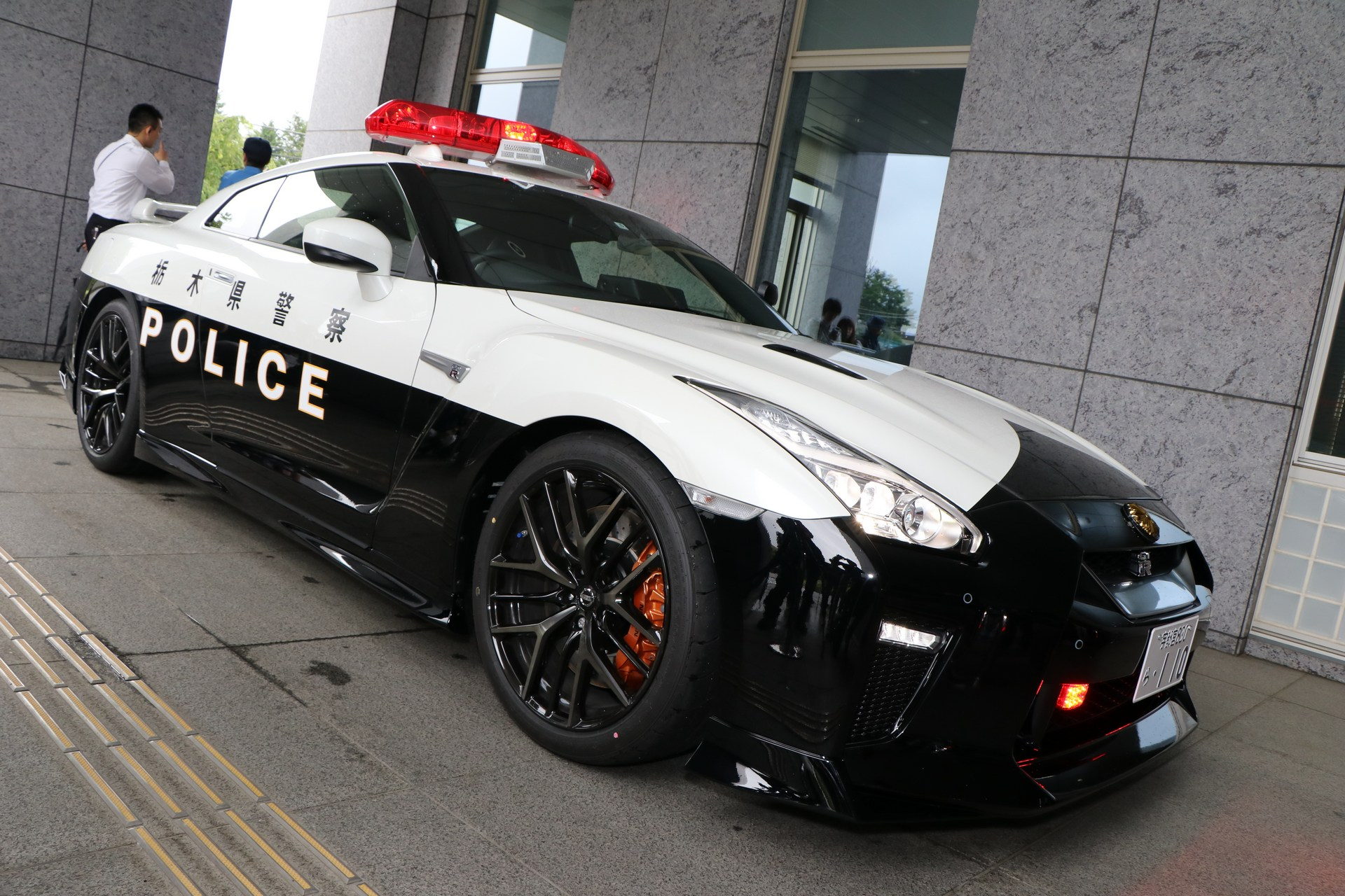 Nissan_GT-R_Police_Car_0006