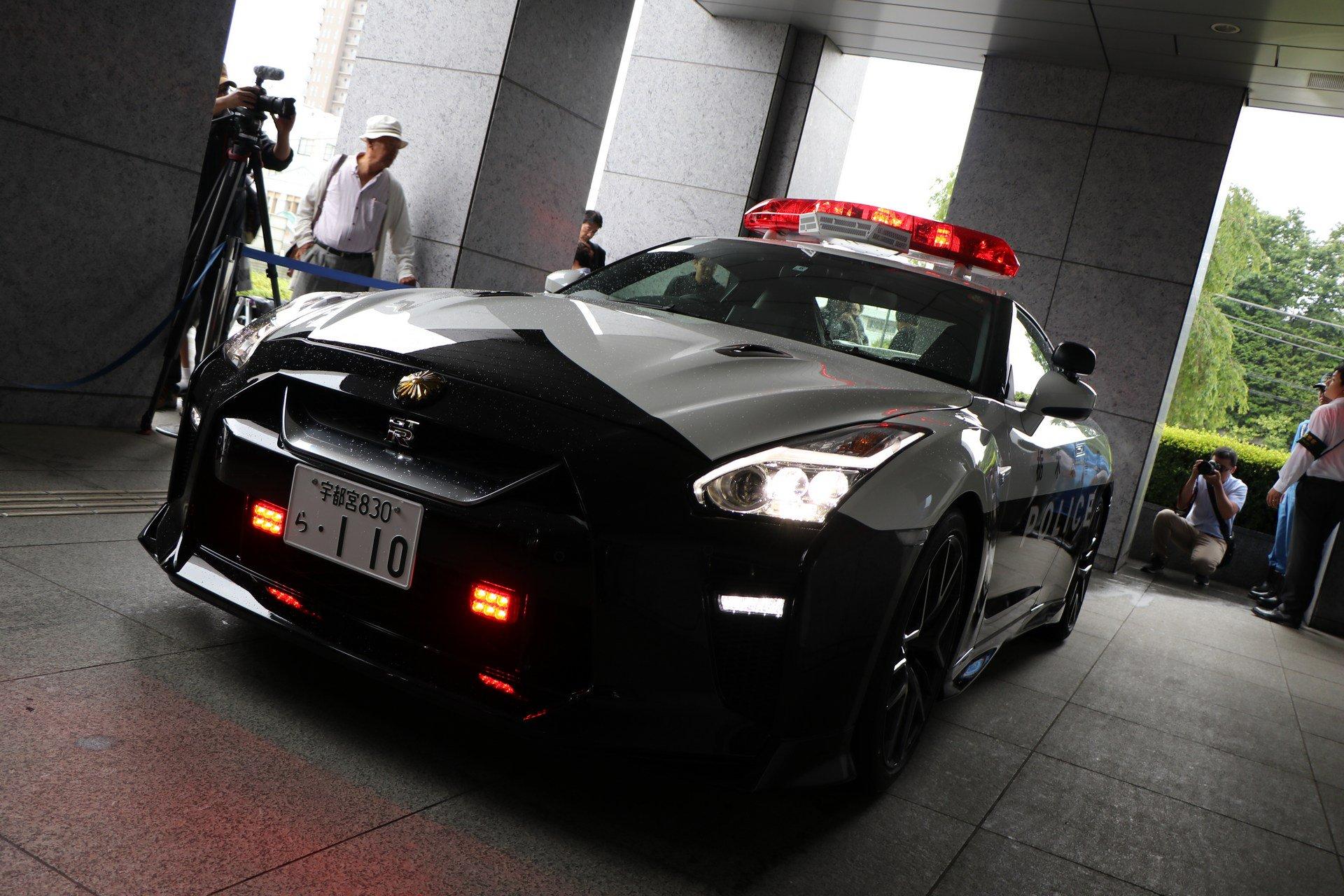 Nissan_GT-R_Police_Car_0008
