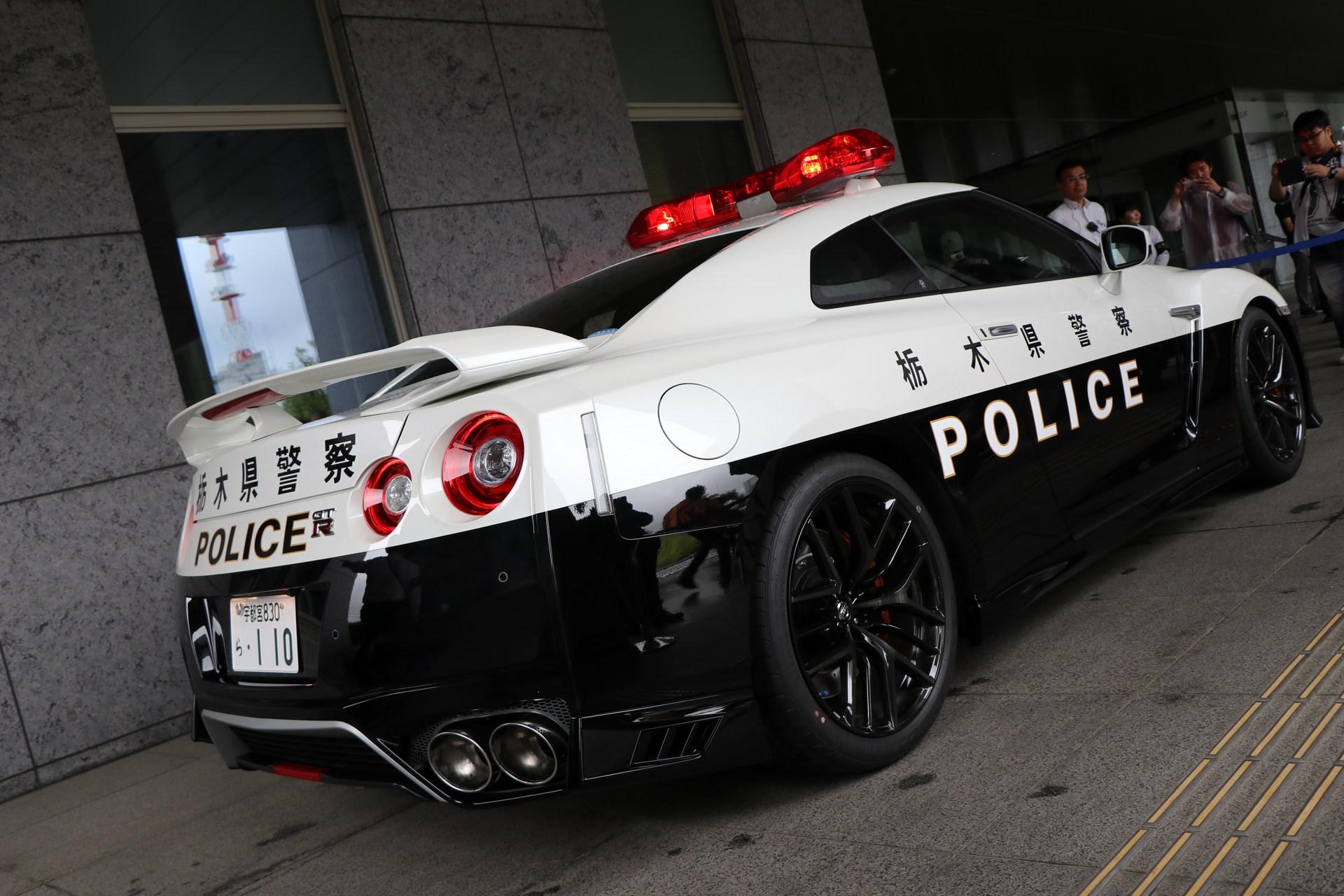 Nissan_GT-R_Police_Car_0009