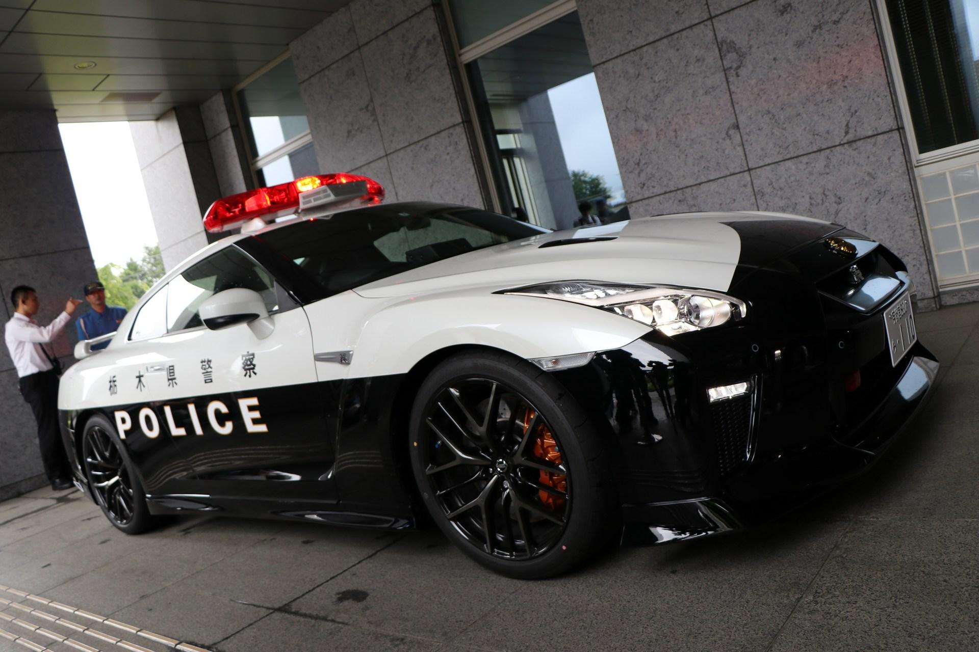 Nissan_GT-R_Police_Car_0011