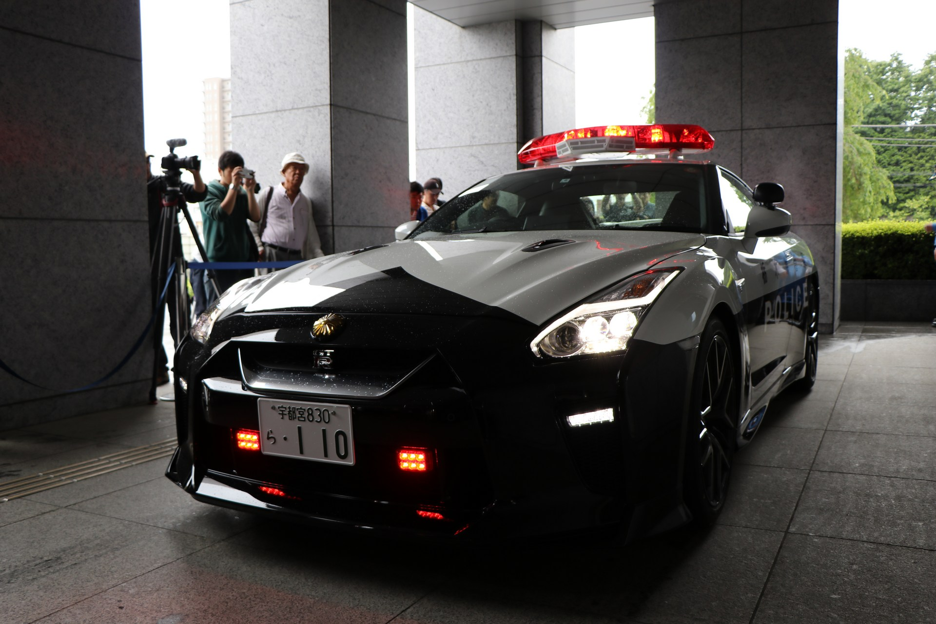 Nissan_GT-R_Police_Car_0014