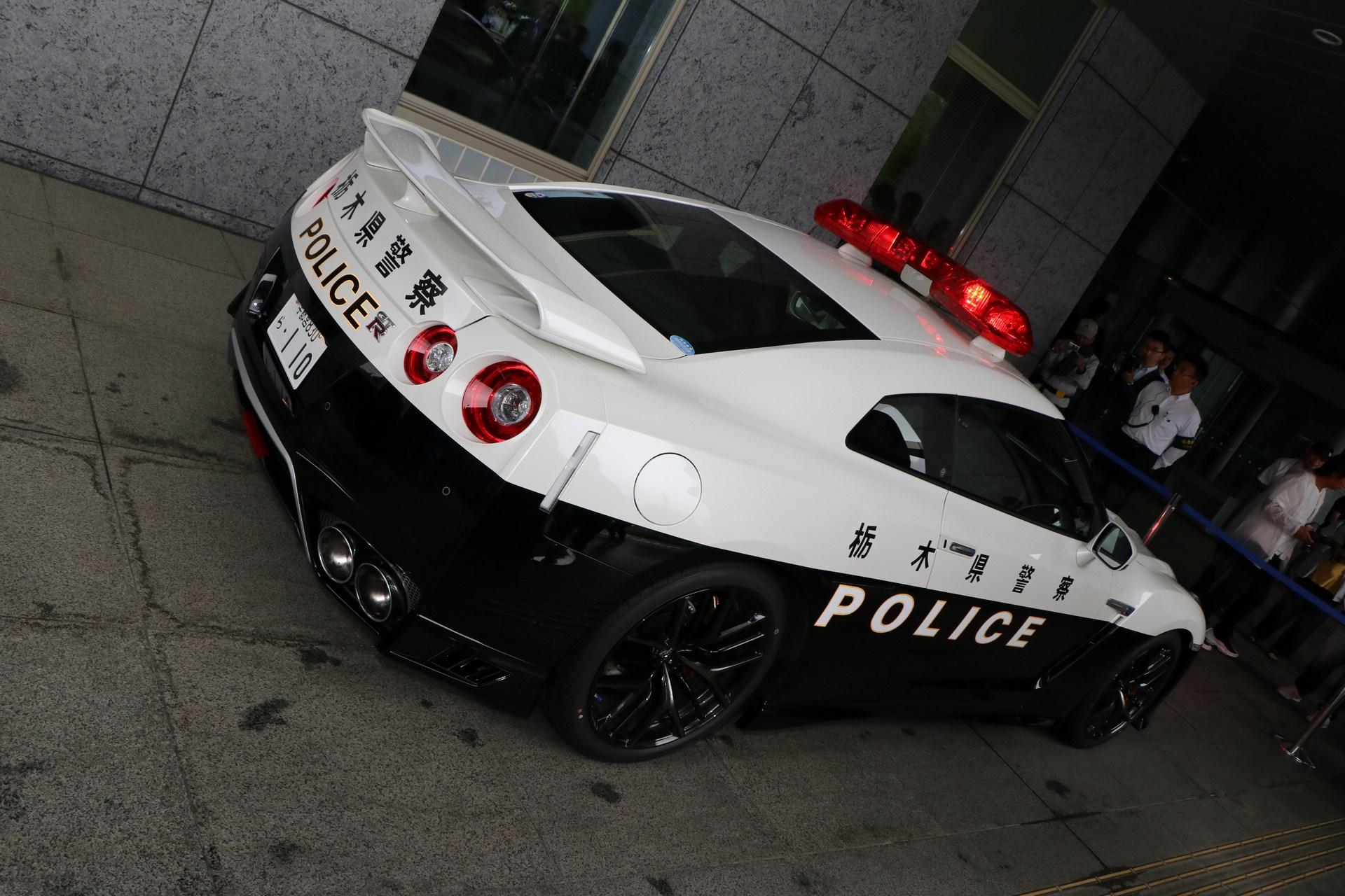 Nissan_GT-R_Police_Car_0017