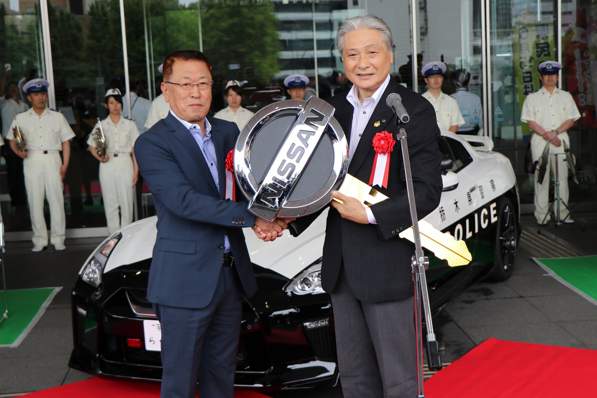 Nissan_GT-R_Police_Car_0018
