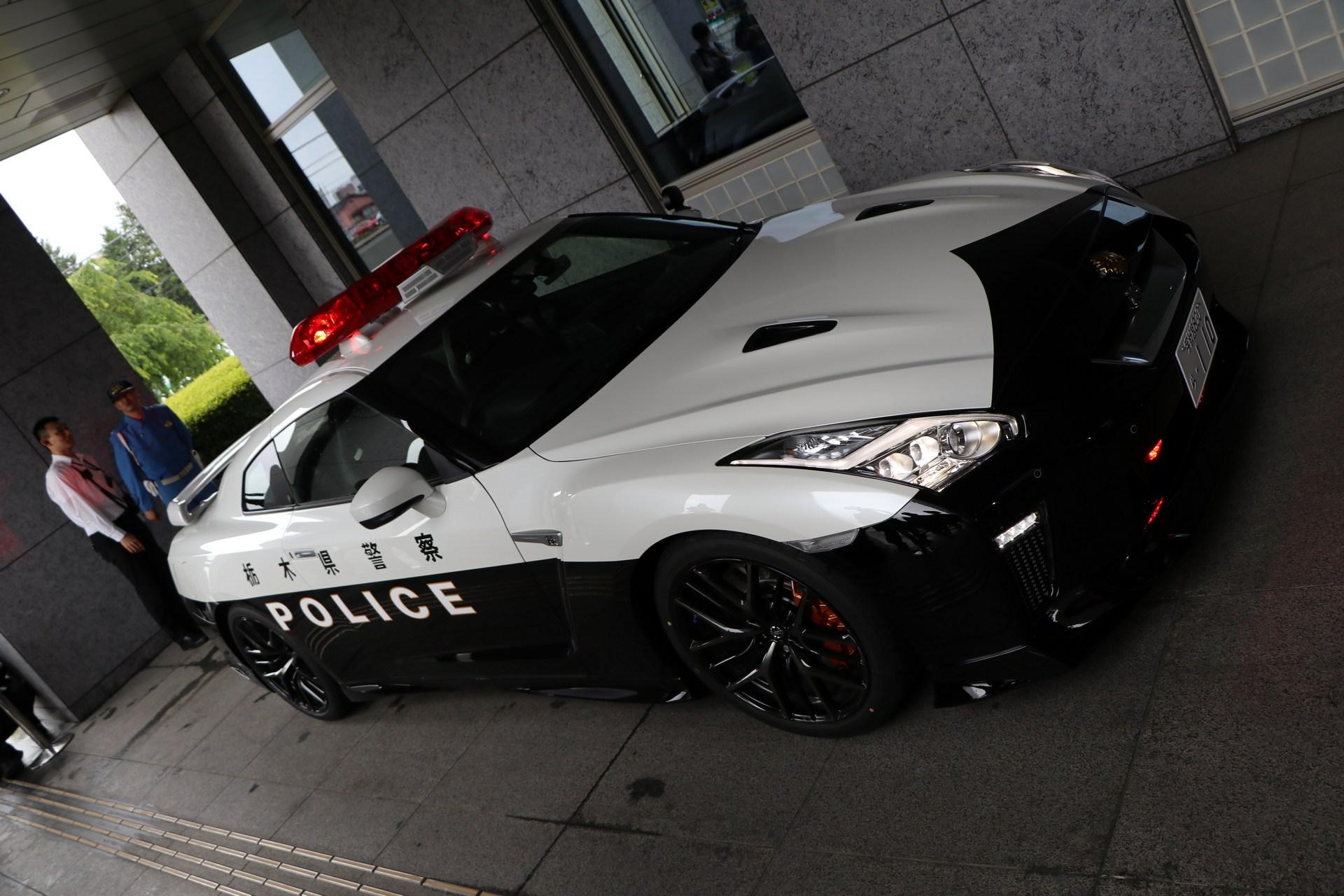 Nissan_GT-R_Police_Car_0019