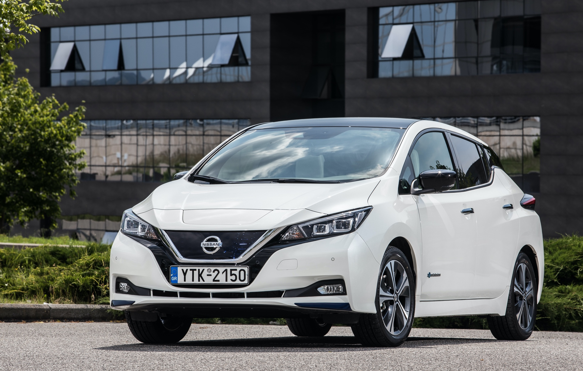 Nissan_Leaf_greek_presskit_0001