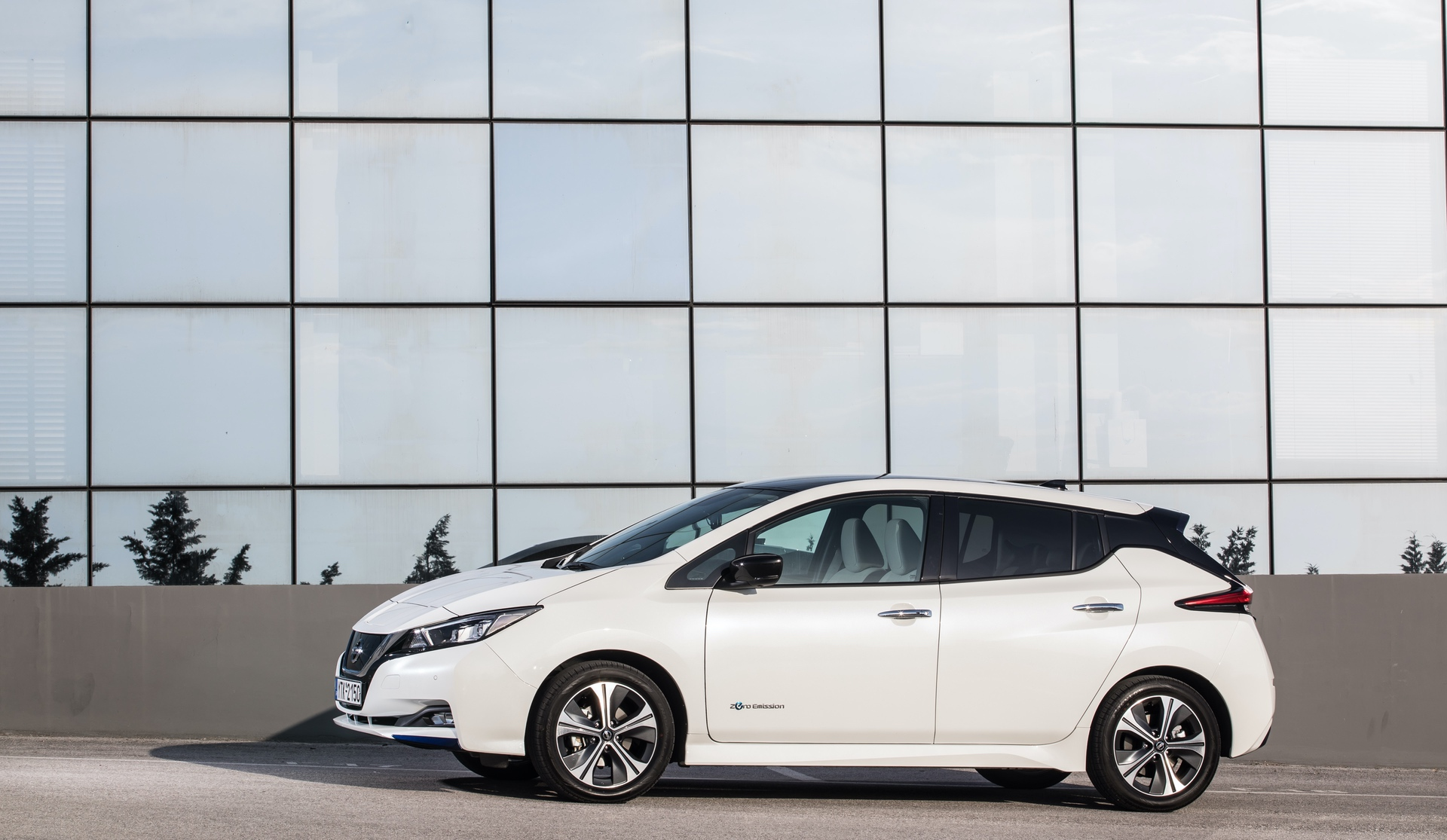 Nissan_Leaf_greek_presskit_0006
