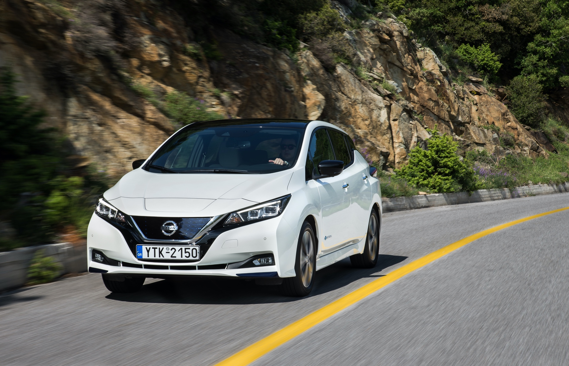 Nissan_Leaf_greek_presskit_0010