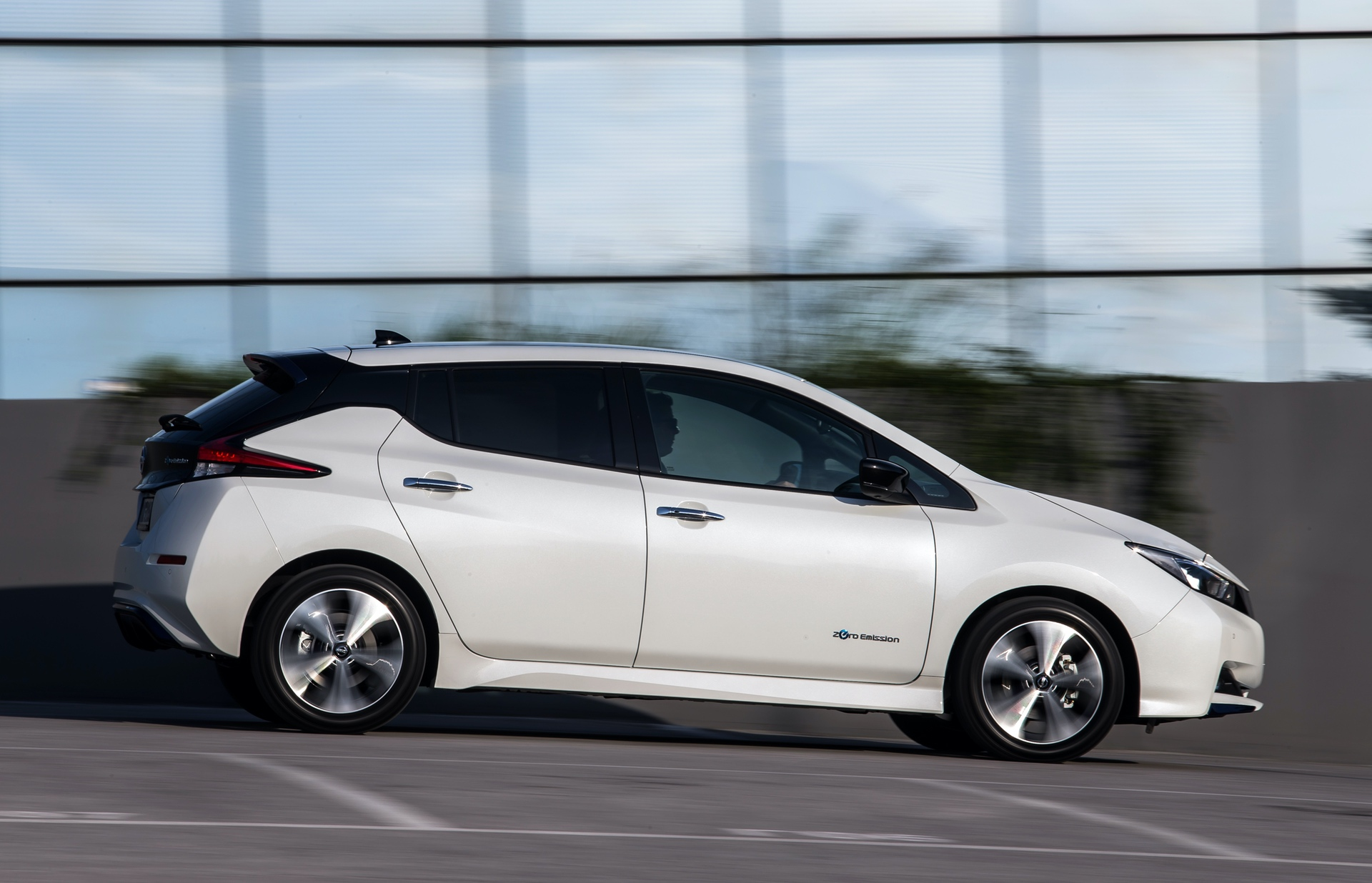 Nissan_Leaf_greek_presskit_0015