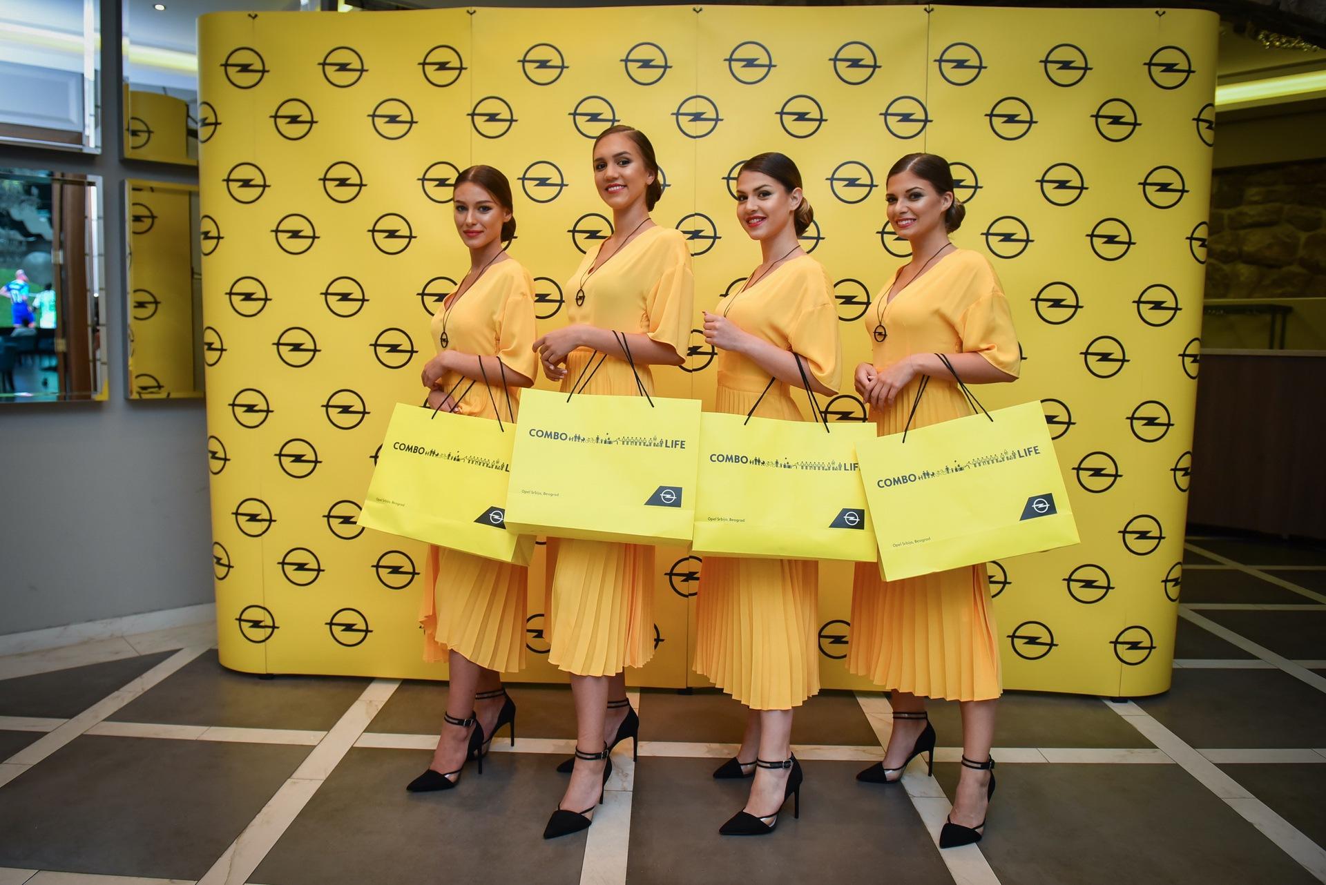 Opel_Combo_Life_static_0000