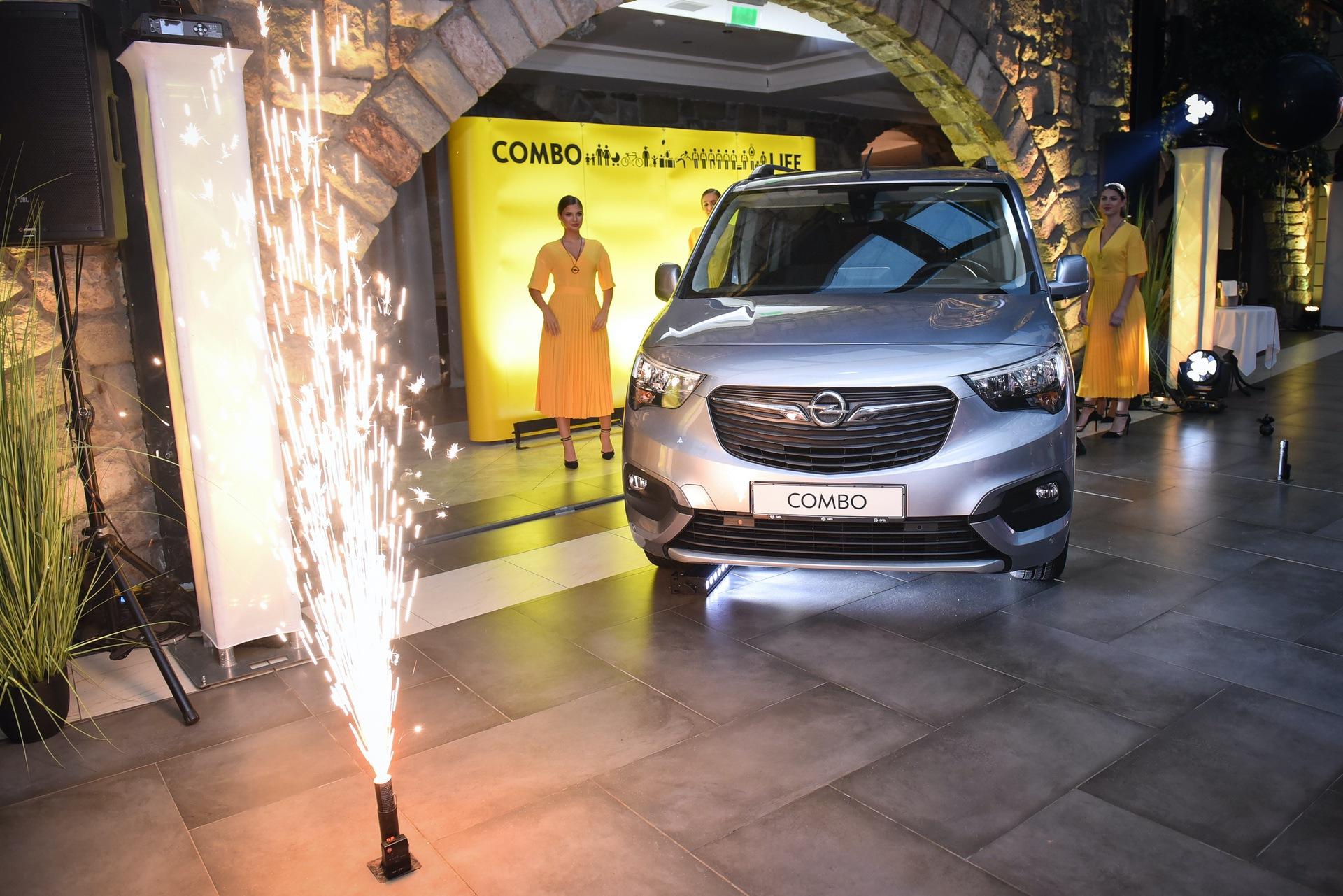 Opel_Combo_Life_static_0020