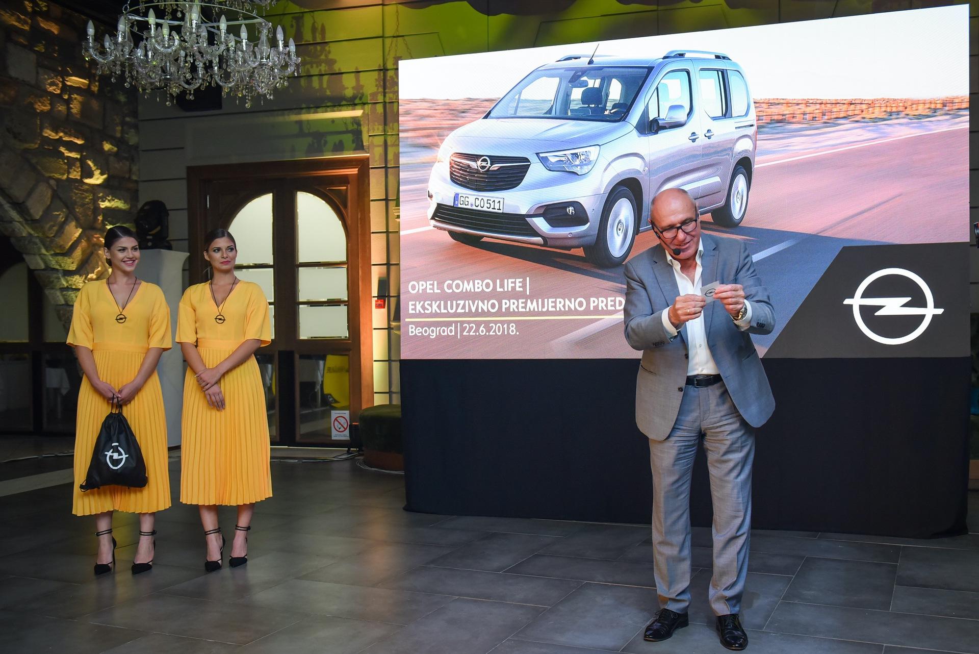 Opel_Combo_Life_static_0027