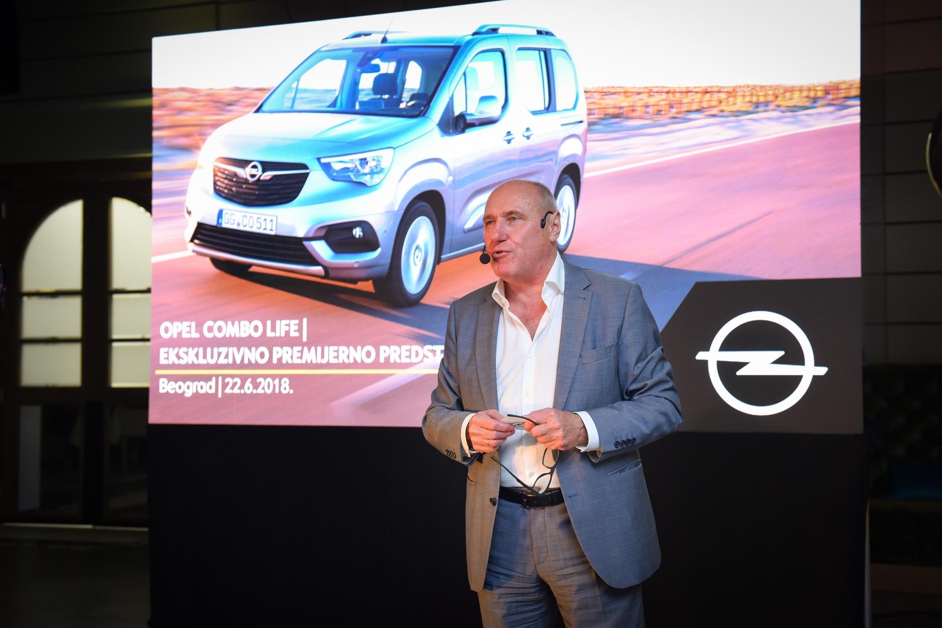 Opel_Combo_Life_static_0029