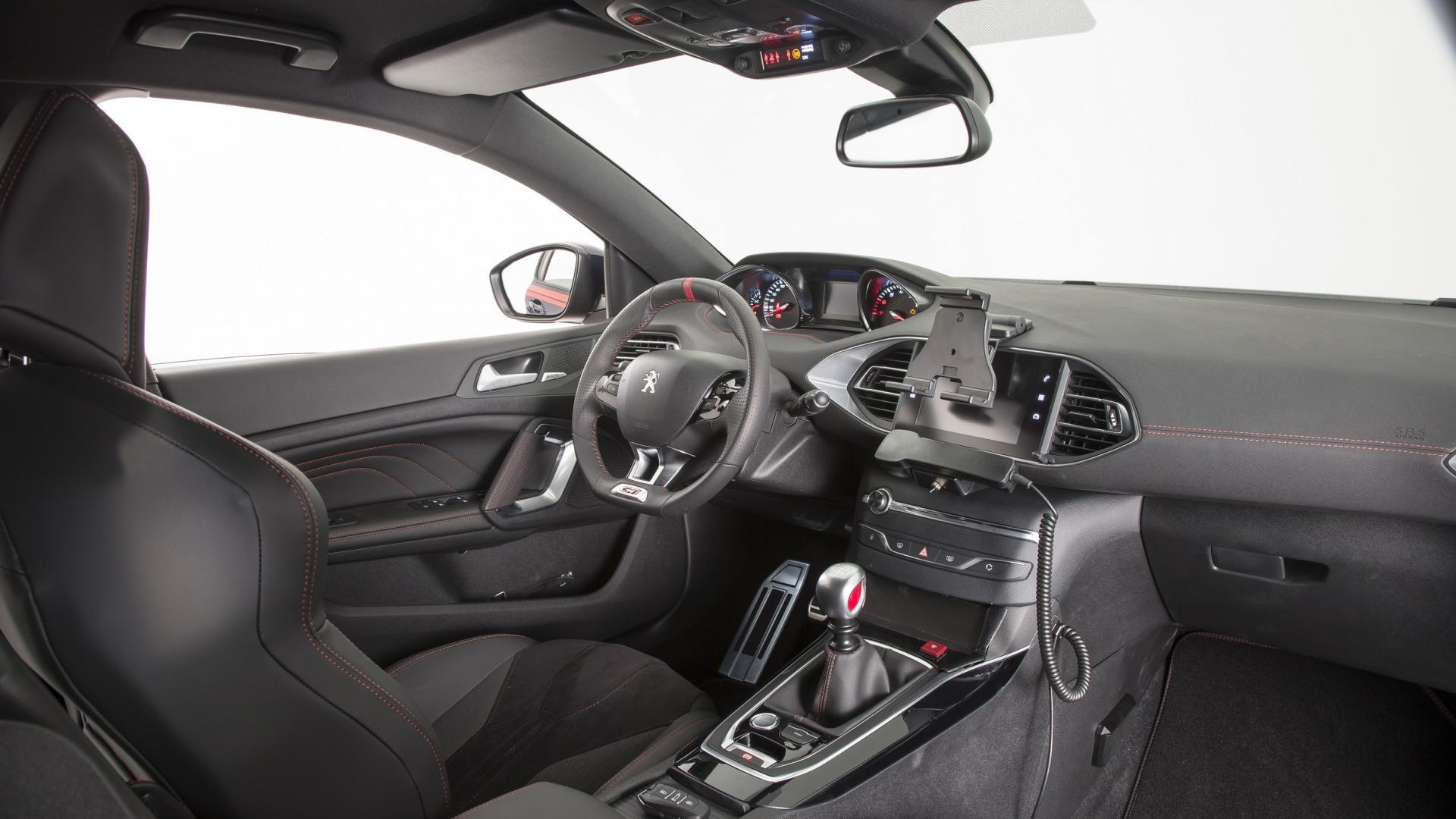 Peugeot 308 GTi Carabinieri (5)
