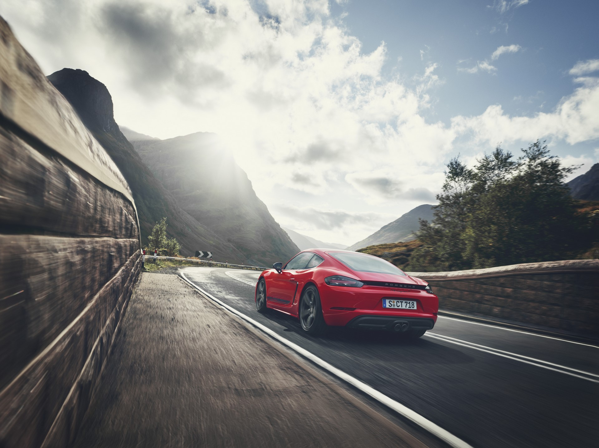Porsche 718 Boxster T and 718 Cayman T (12)