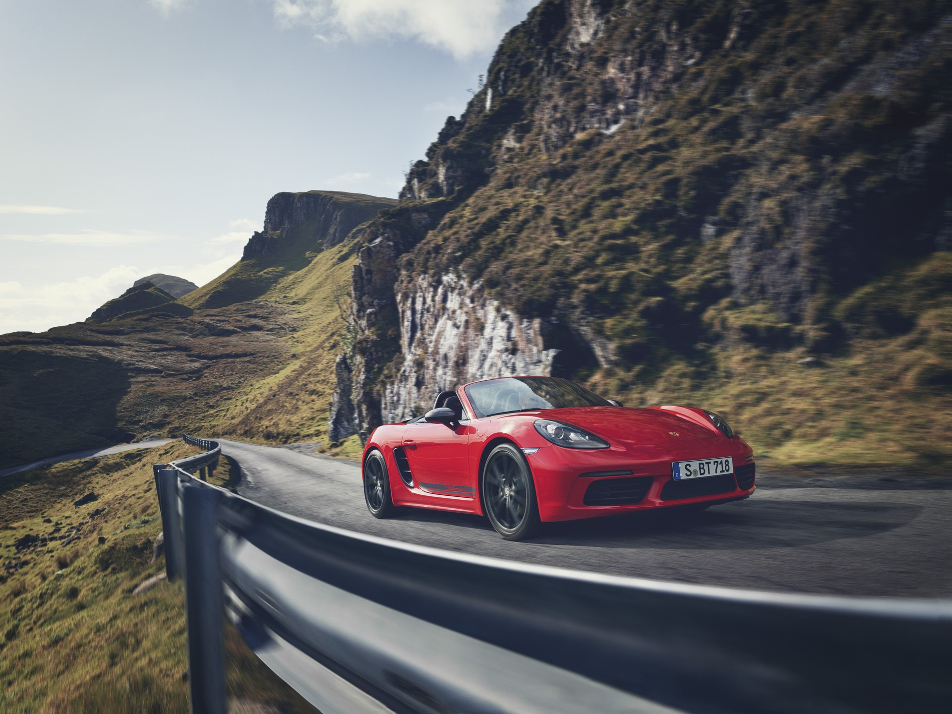 Porsche 718 Boxster T and 718 Cayman T (7)