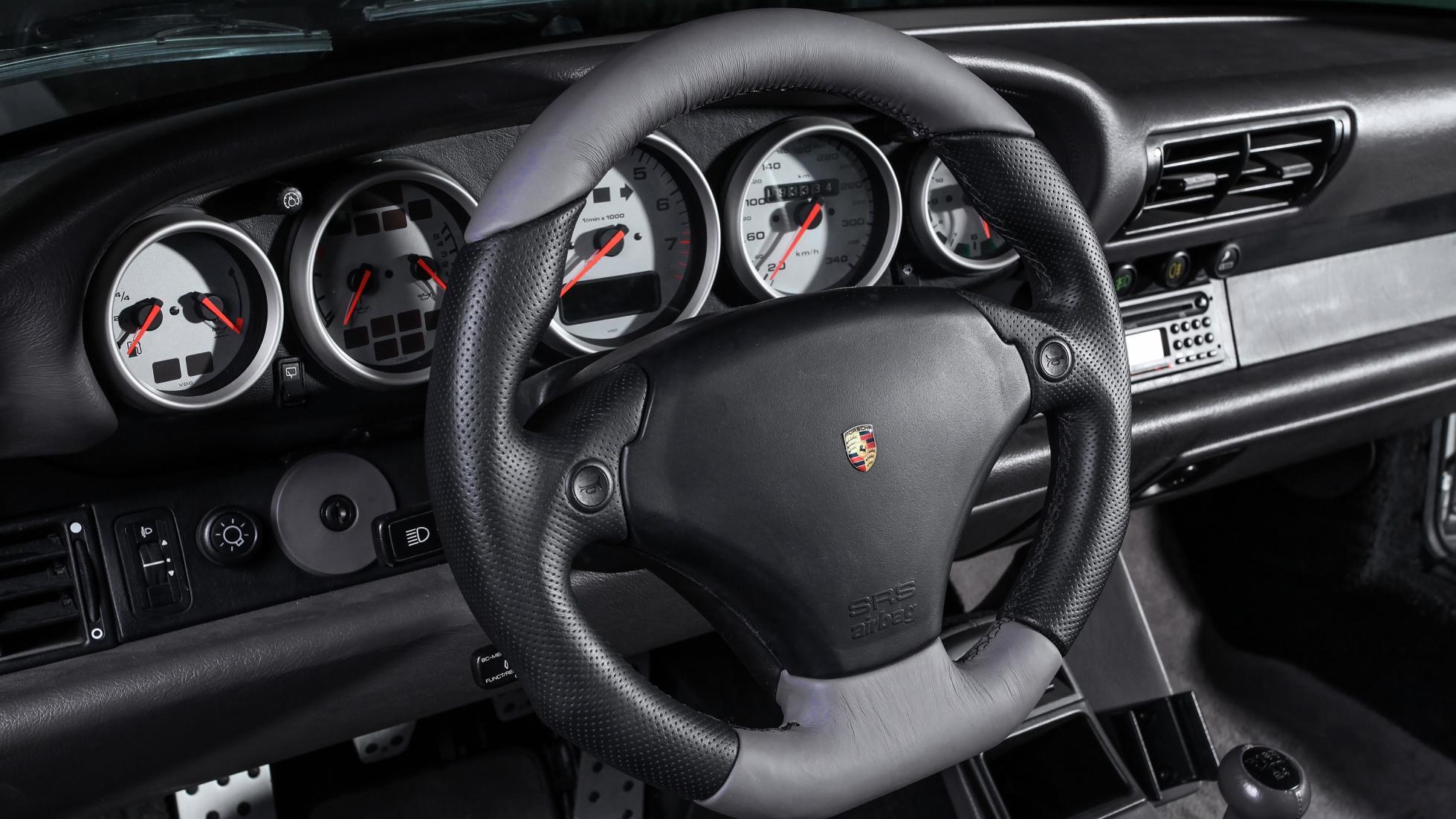 Porsche 911 964 replica 935byDP Motorsport (12)