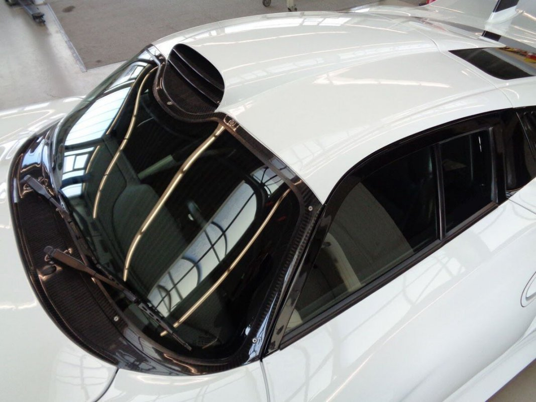 Porsche_911_GT1_for_sale_02